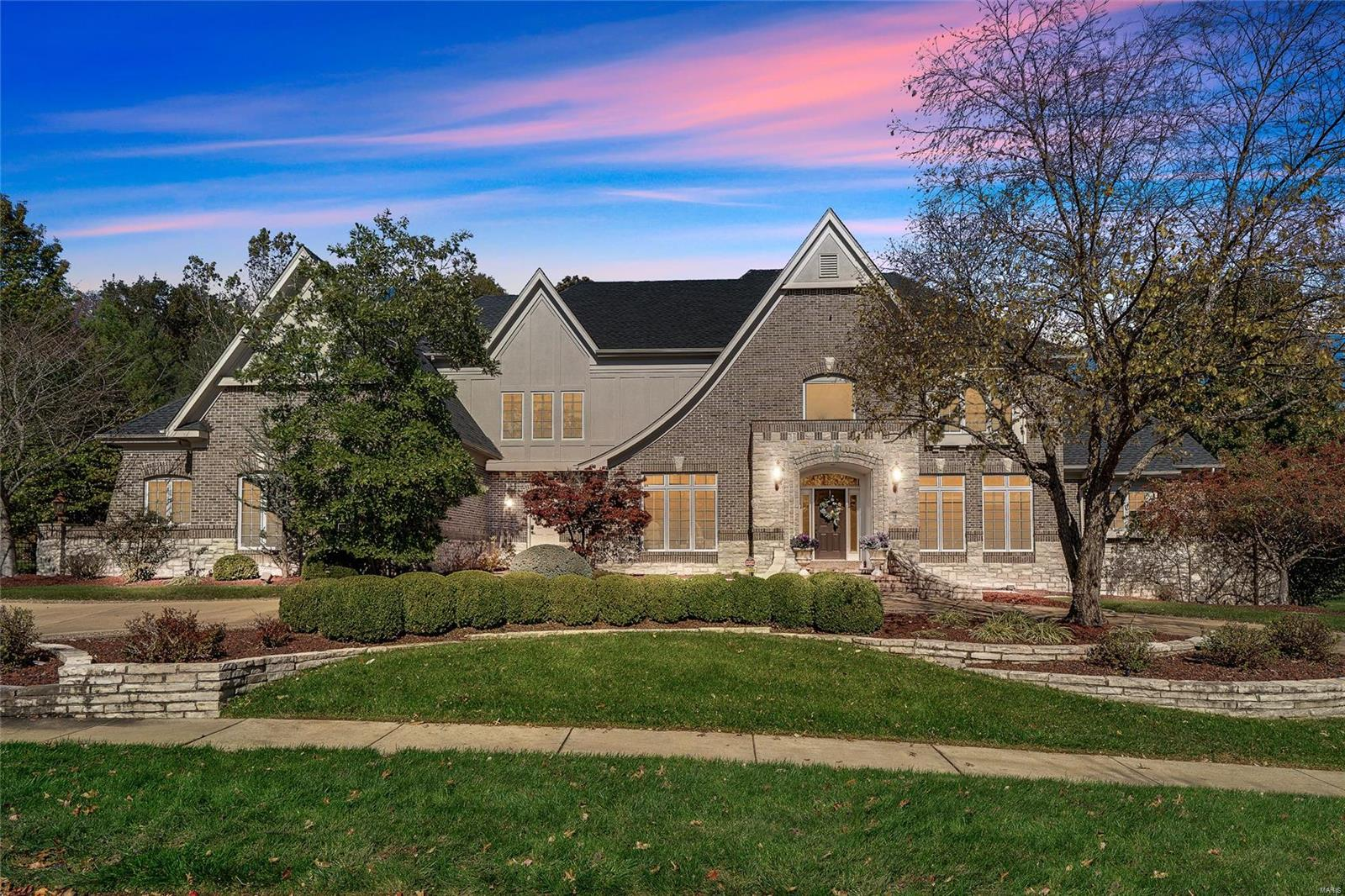 1149 Greystone Manor Parkway Property Photo - Chesterfield, MO real estate listing