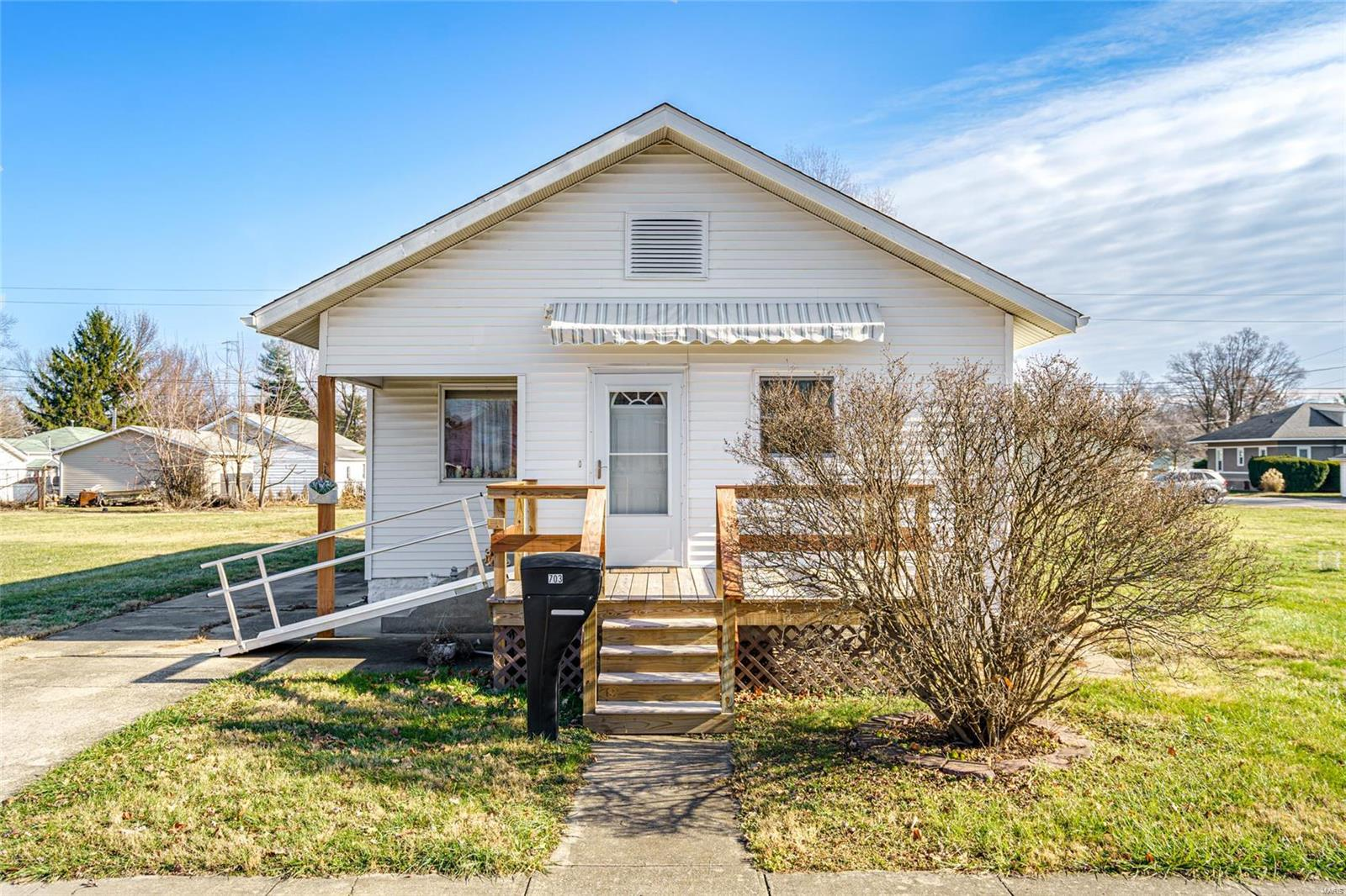 703 N Adams Street Property Photo - Gillespie, IL real estate listing
