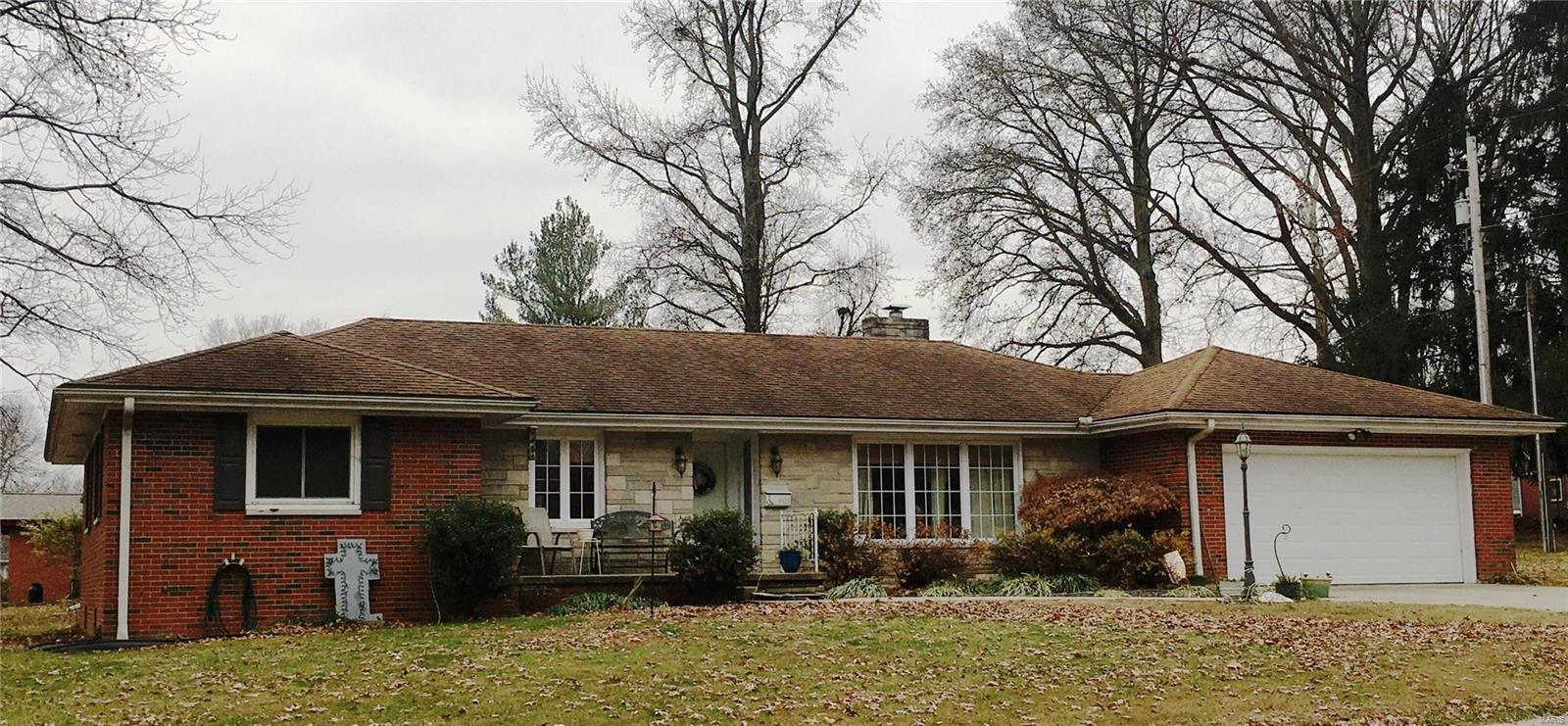 605 Killarney Drive Property Photo - Greenville, IL real estate listing
