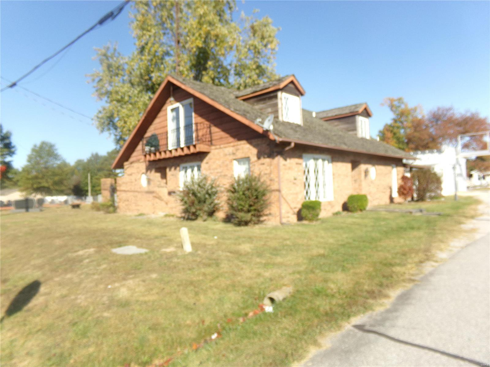 712 E Franklin Property Photo - Sesser, IL real estate listing