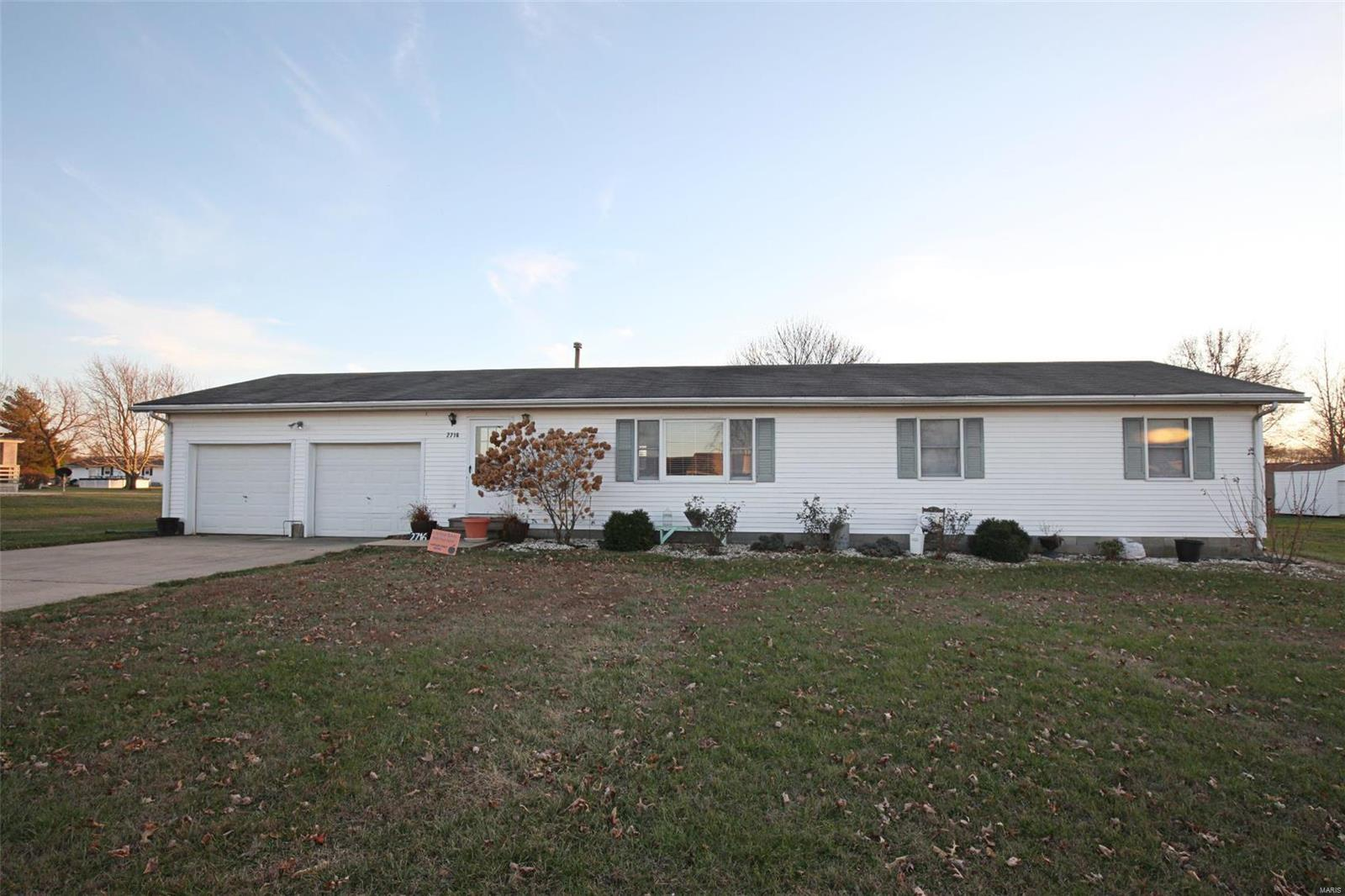 2716 Clinton Street Property Photo - Vandalia, IL real estate listing