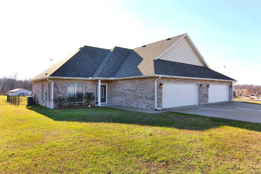 573 E Deerwood Drive Property Photo - Jackson, MO real estate listing