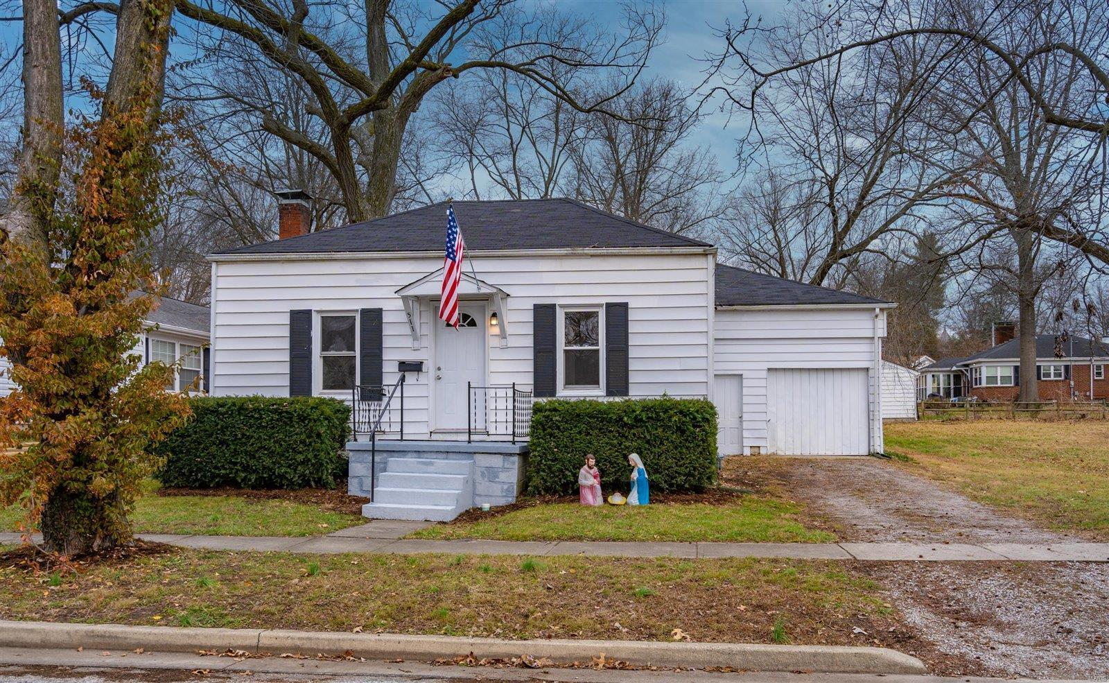 511 W Dee Street Property Photo - Lebanon, IL real estate listing