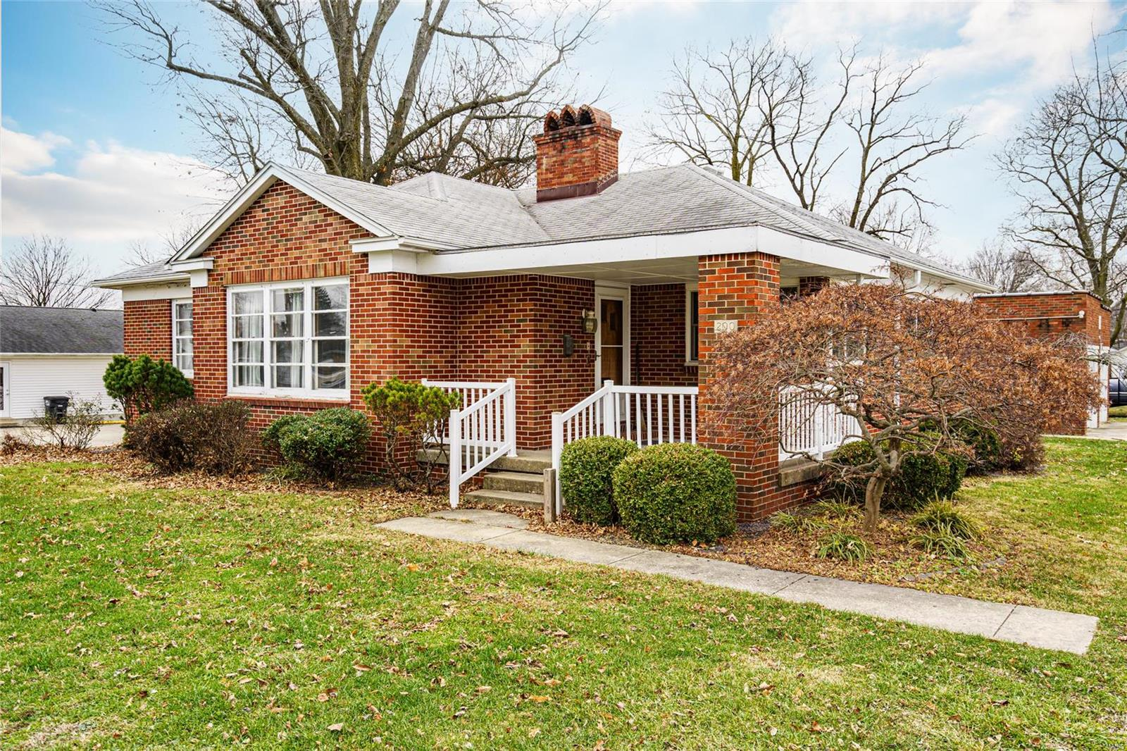 200 E Summer Street Property Photo - Hillsboro, IL real estate listing