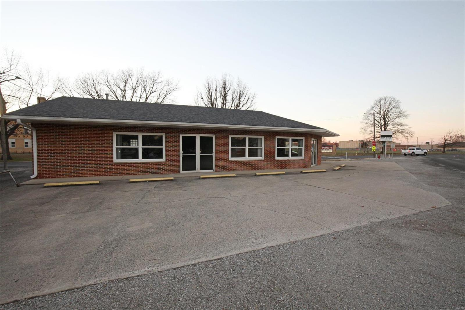 730 W Orchard Street Property Photo - Vandalia, IL real estate listing