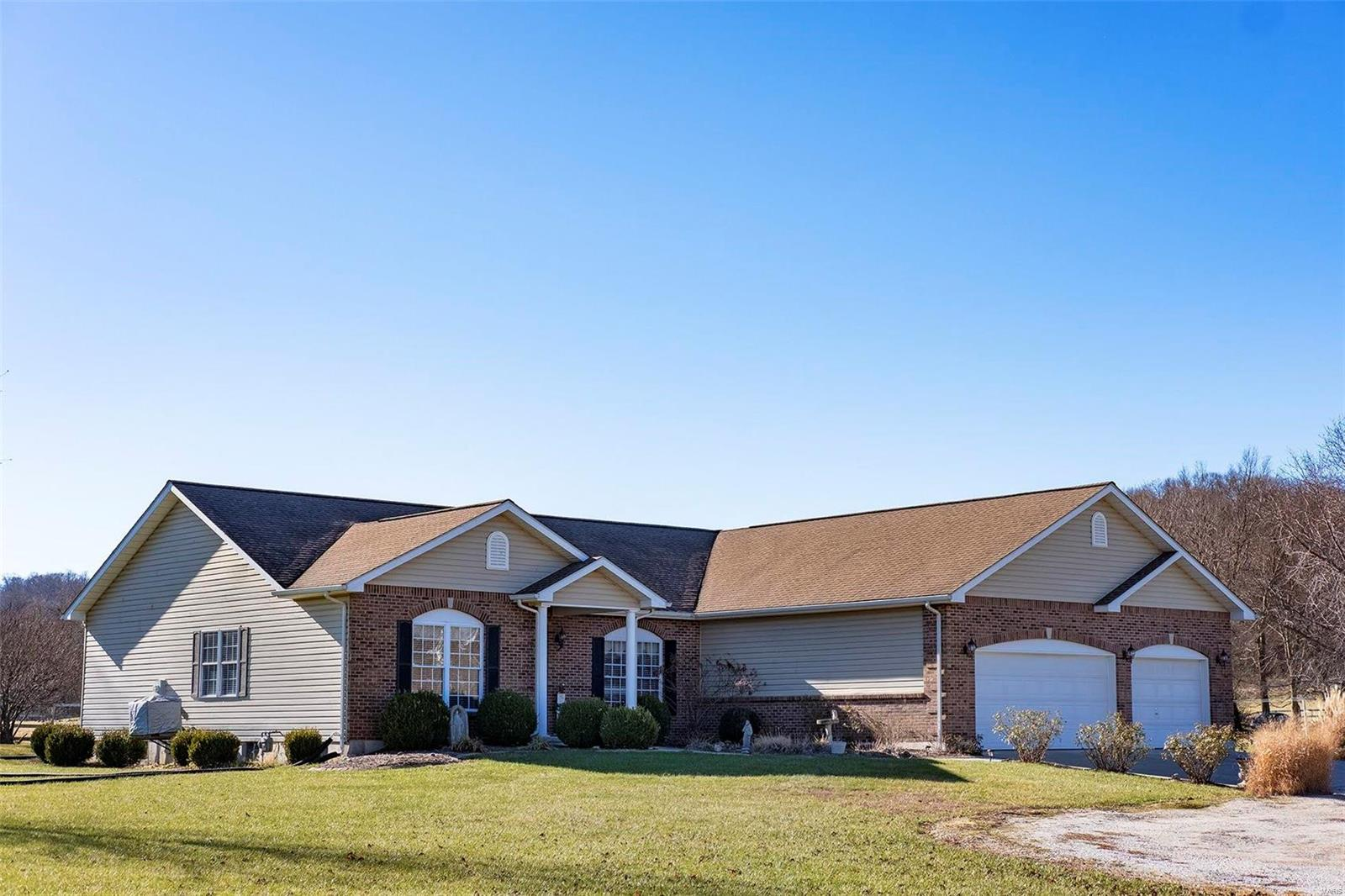109 Hanks Lane Property Photo - Hardin, IL real estate listing