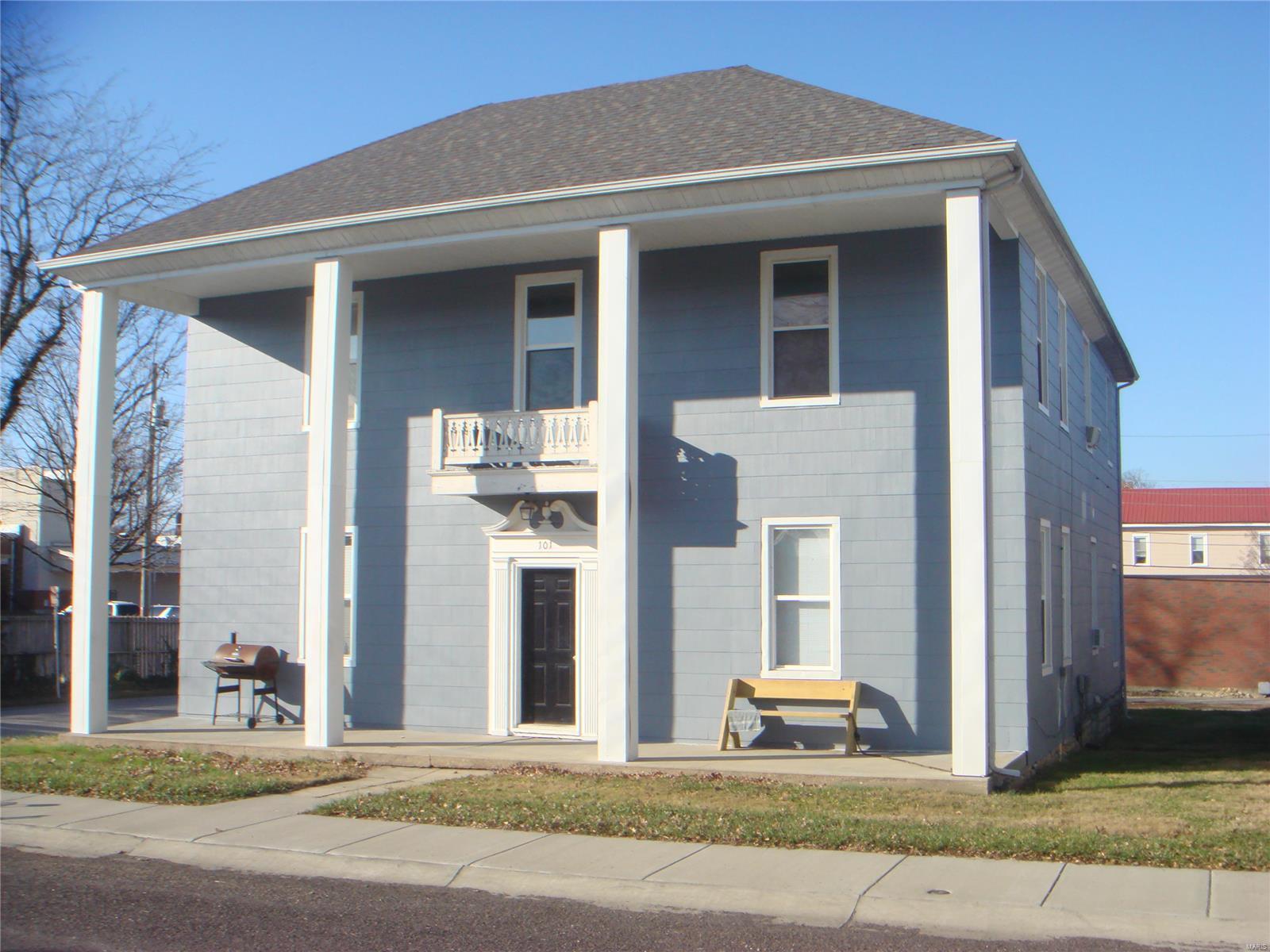 101 N Oak N Property Photo