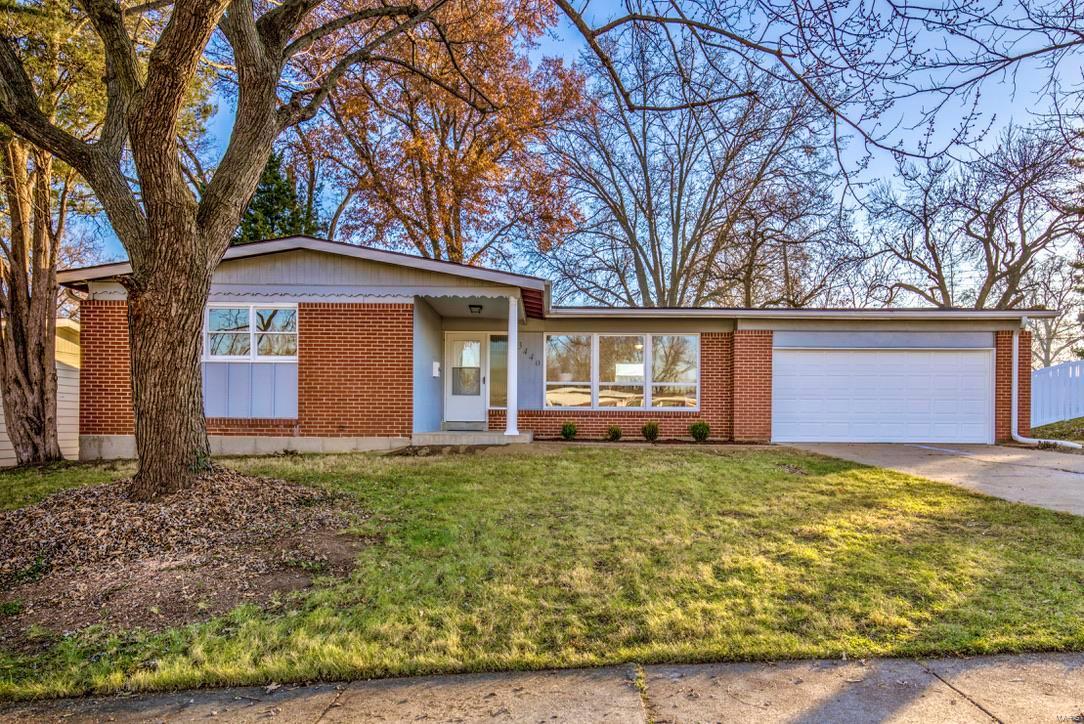 3440 Santiago Drive Property Photo - Florissant, MO real estate listing