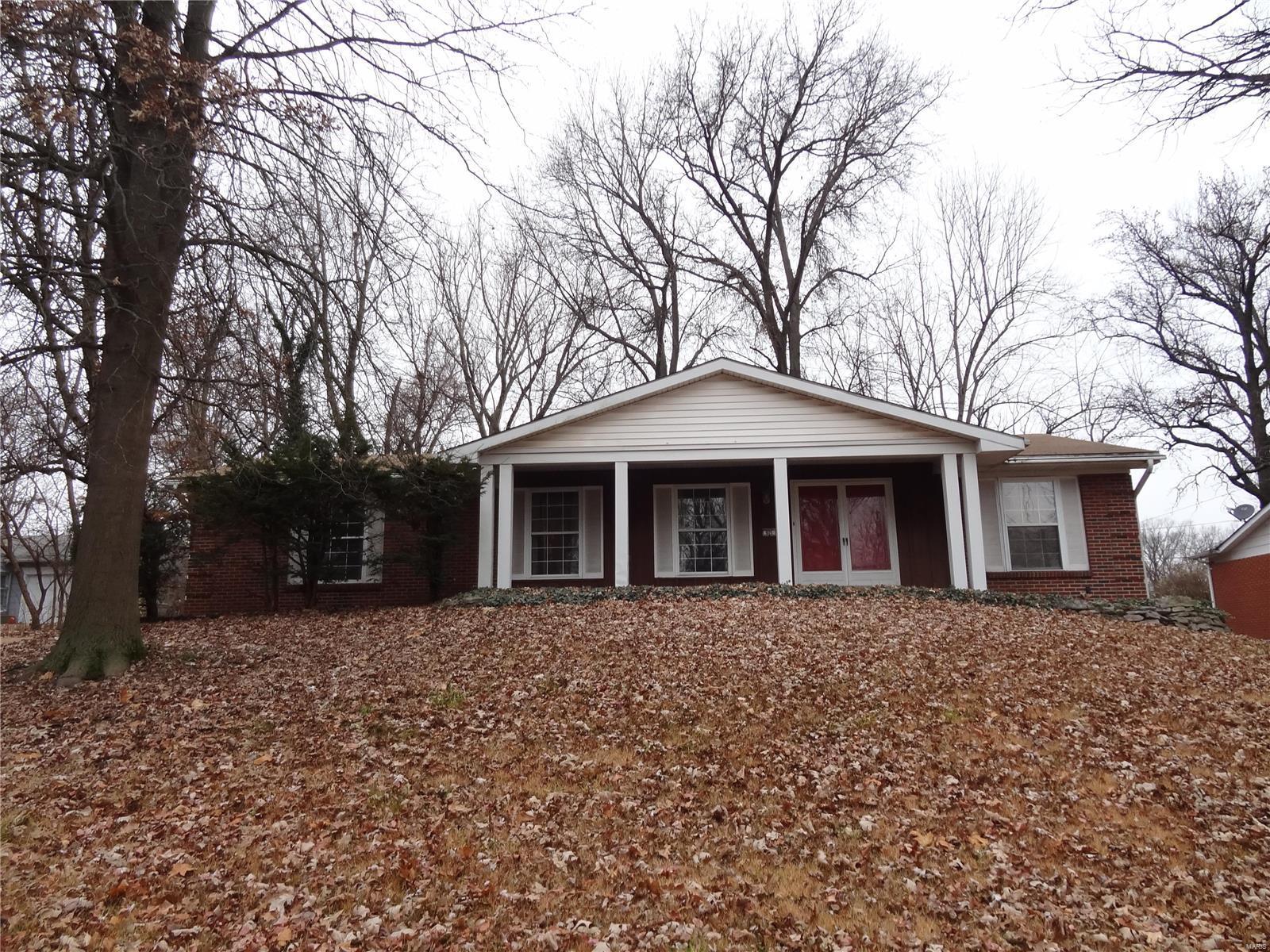 925 Roussilon Property Photo - St Louis, MO real estate listing