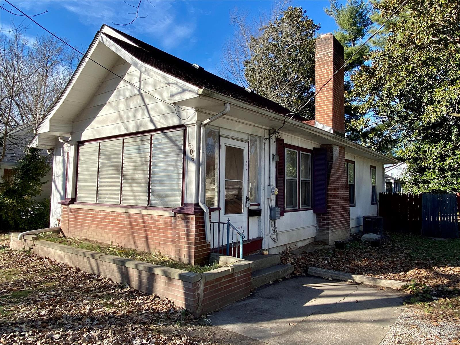 606 W Walnut Street Property Photo - Carbondale, IL real estate listing