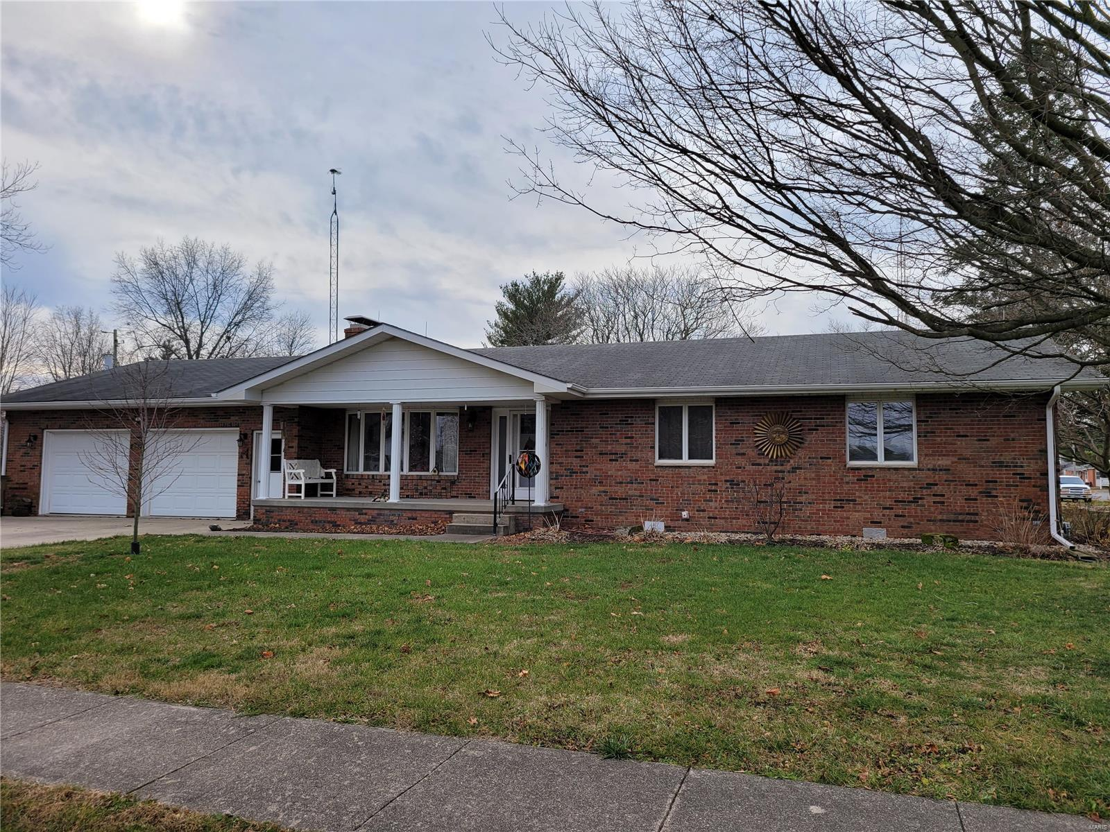 402 E East Street Property Photo - Raymond, IL real estate listing