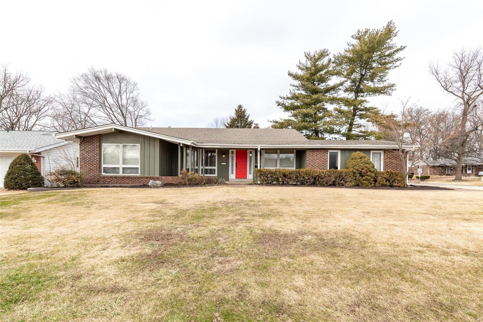 7585 Georgetown Drive Property Photo - Hazelwood, MO real estate listing