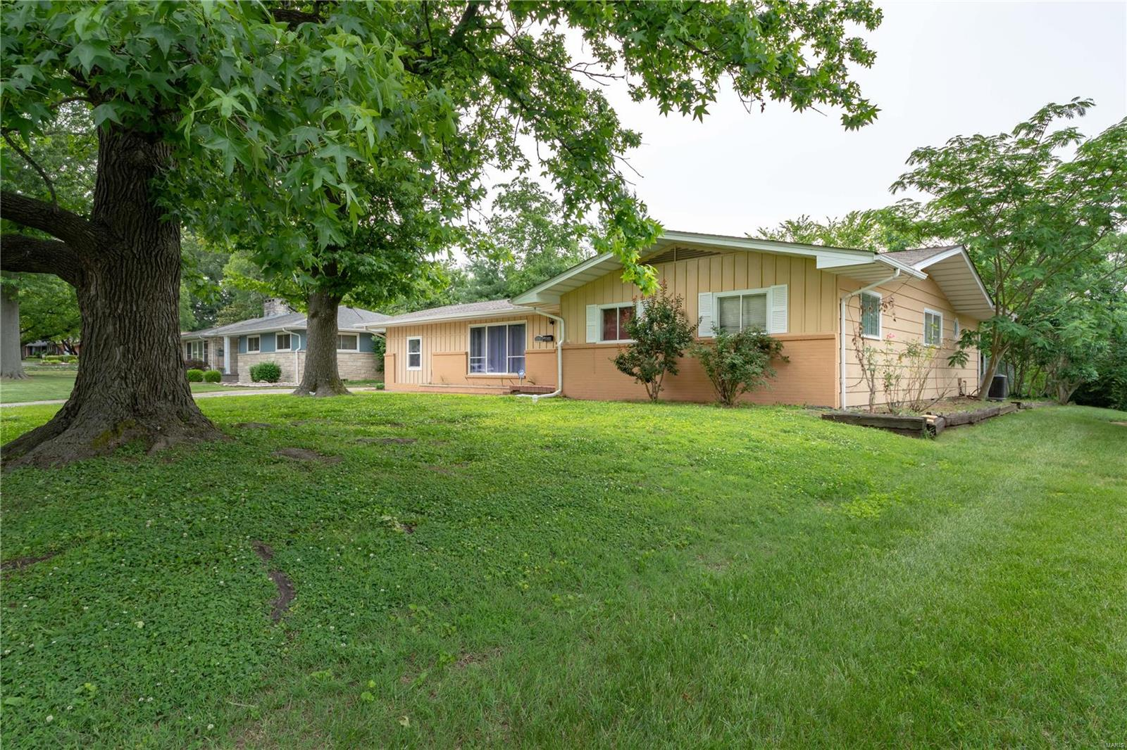 1808 Suzanne Drive Property Photo - Marion, IL real estate listing