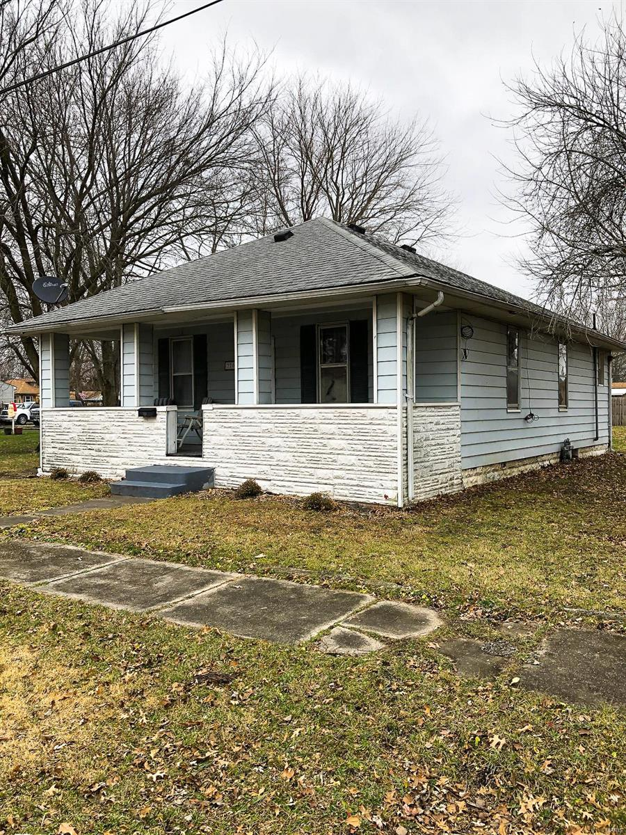 220 Water Street Property Photo - Staunton, IL real estate listing
