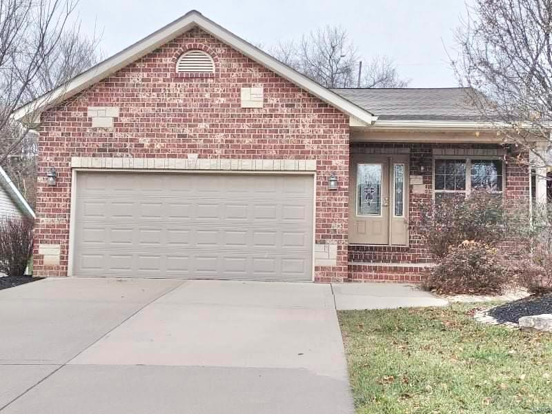 161 Rolling Oaks Drive Property Photo - Collinsville, IL real estate listing