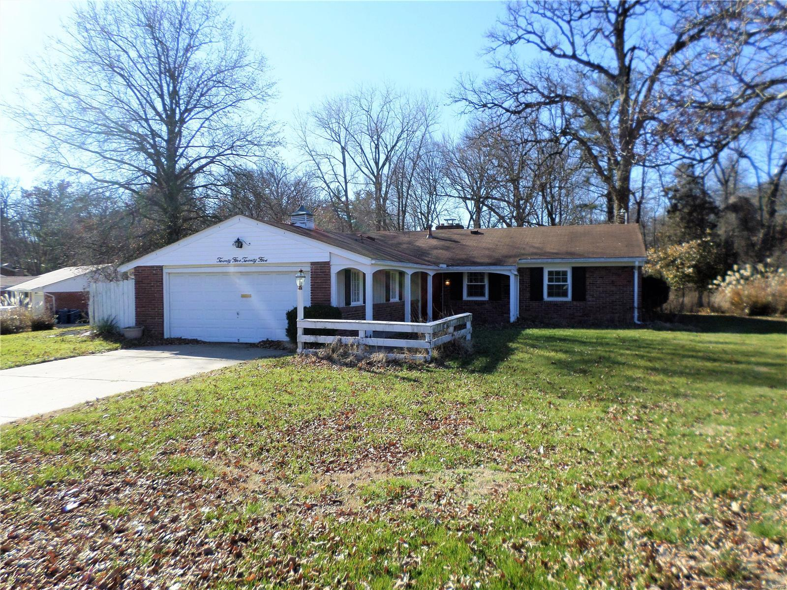 2525 Fox Hills Drive Property Photo - St Louis, MO real estate listing