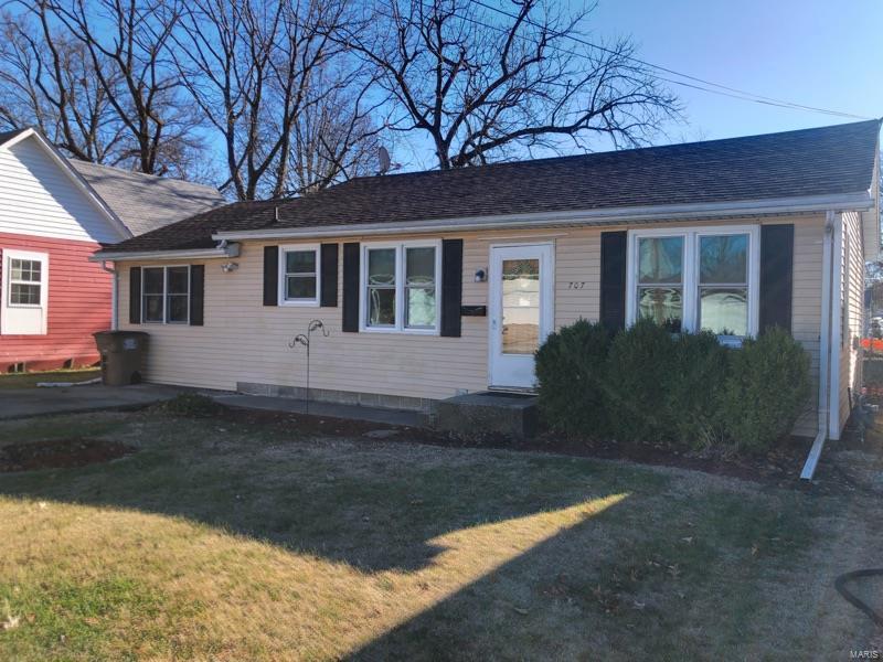 707 W Cherry Property Photo - Carlinville, IL real estate listing
