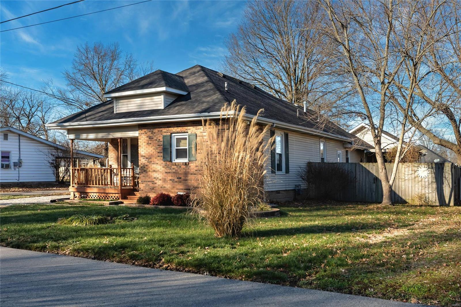 1706 W Chestnut Street Property Photo - Marion, IL real estate listing