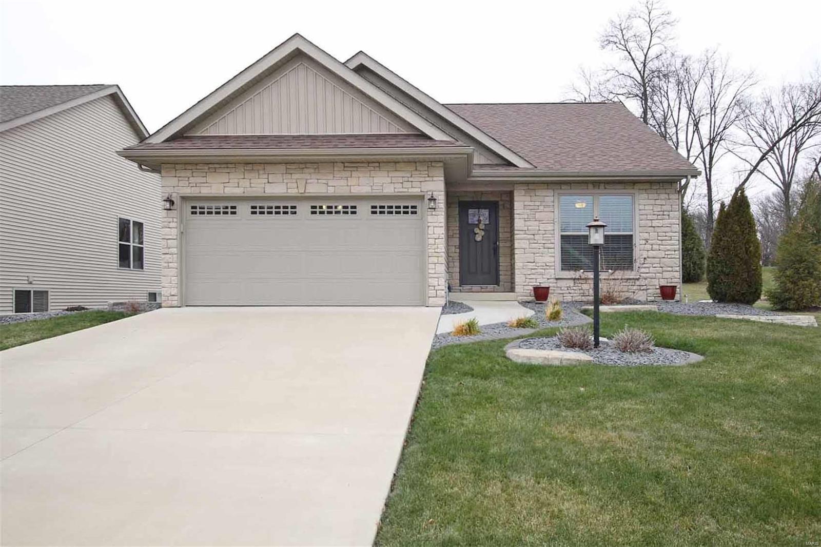 716 Pleasant Valley Lane Property Photo - Godfrey, IL real estate listing