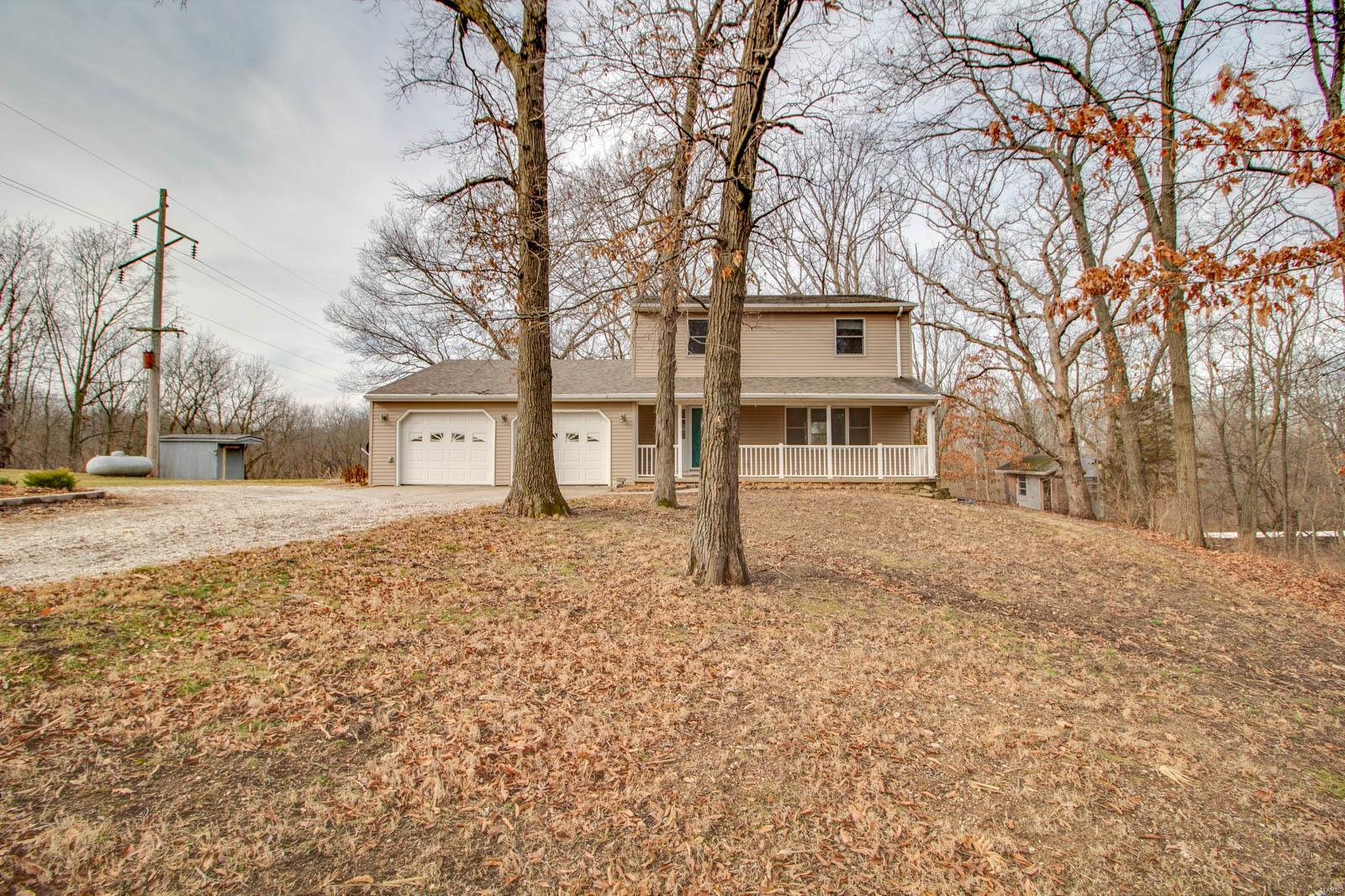 13836 Bluffs Road Property Photo - Carlinville, IL real estate listing