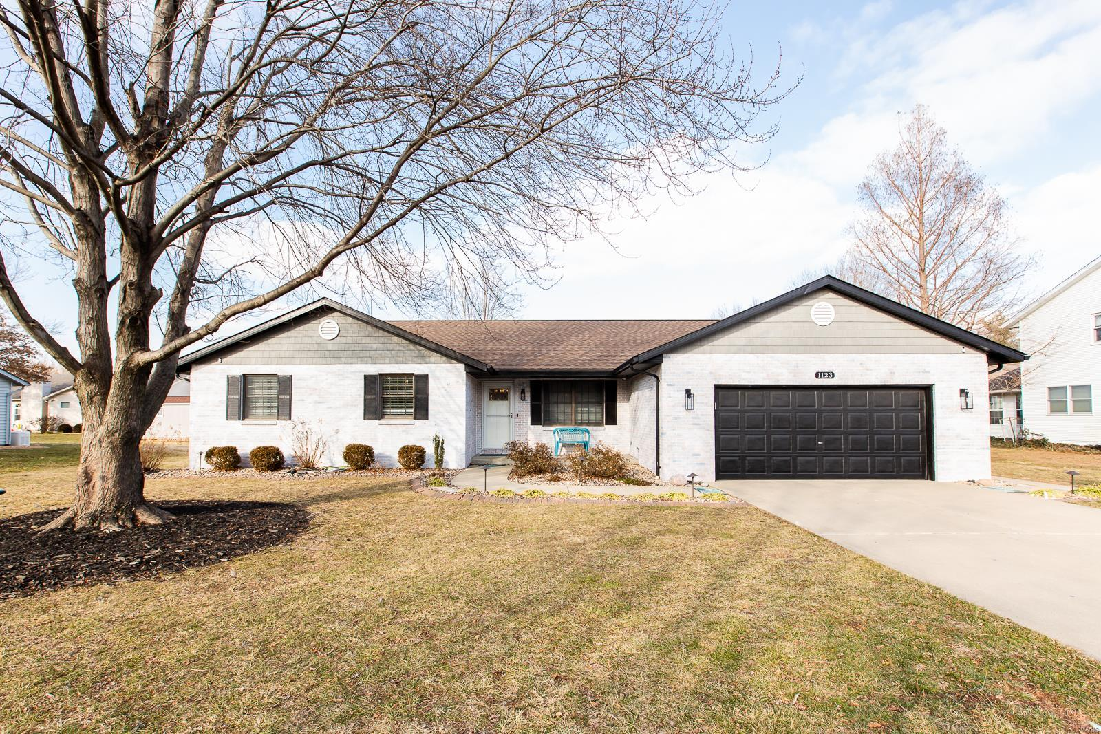 1123 Linden Place Property Photo - Mascoutah, IL real estate listing