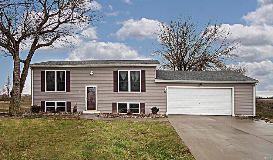 1208 Mary Irene Property Photo - New Baden, IL real estate listing