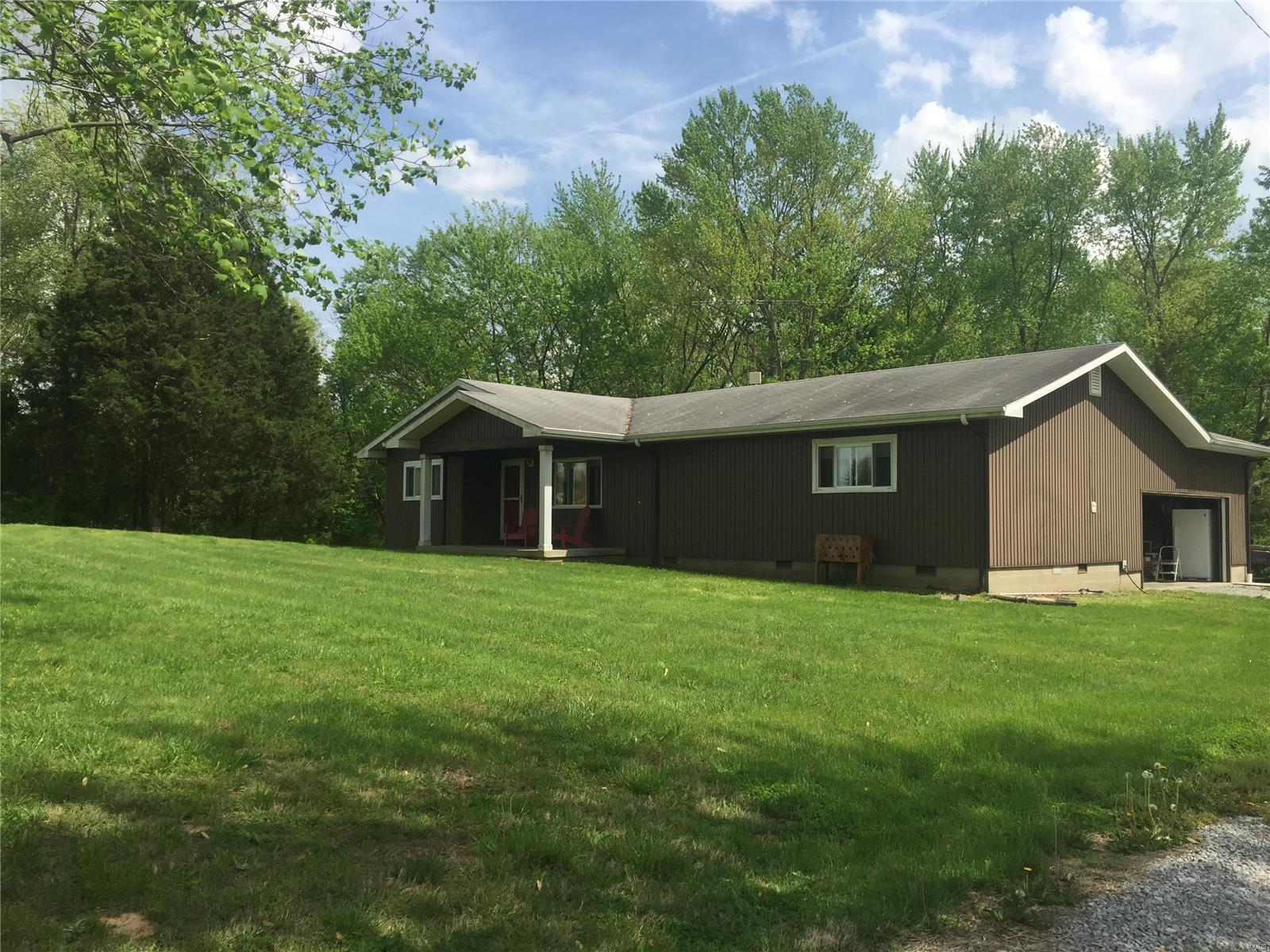 6590 State Route 14 Property Photo - Mcleansboro, IL real estate listing
