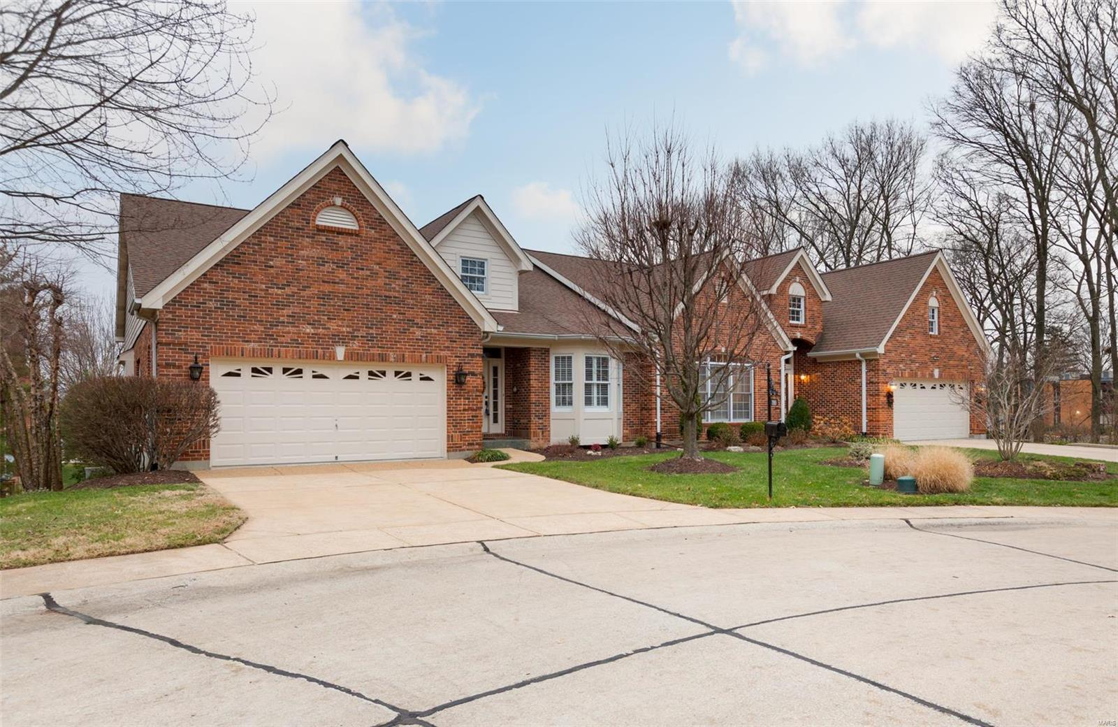 3918 Courtyard Circle Property Photo - St Louis, MO real estate listing