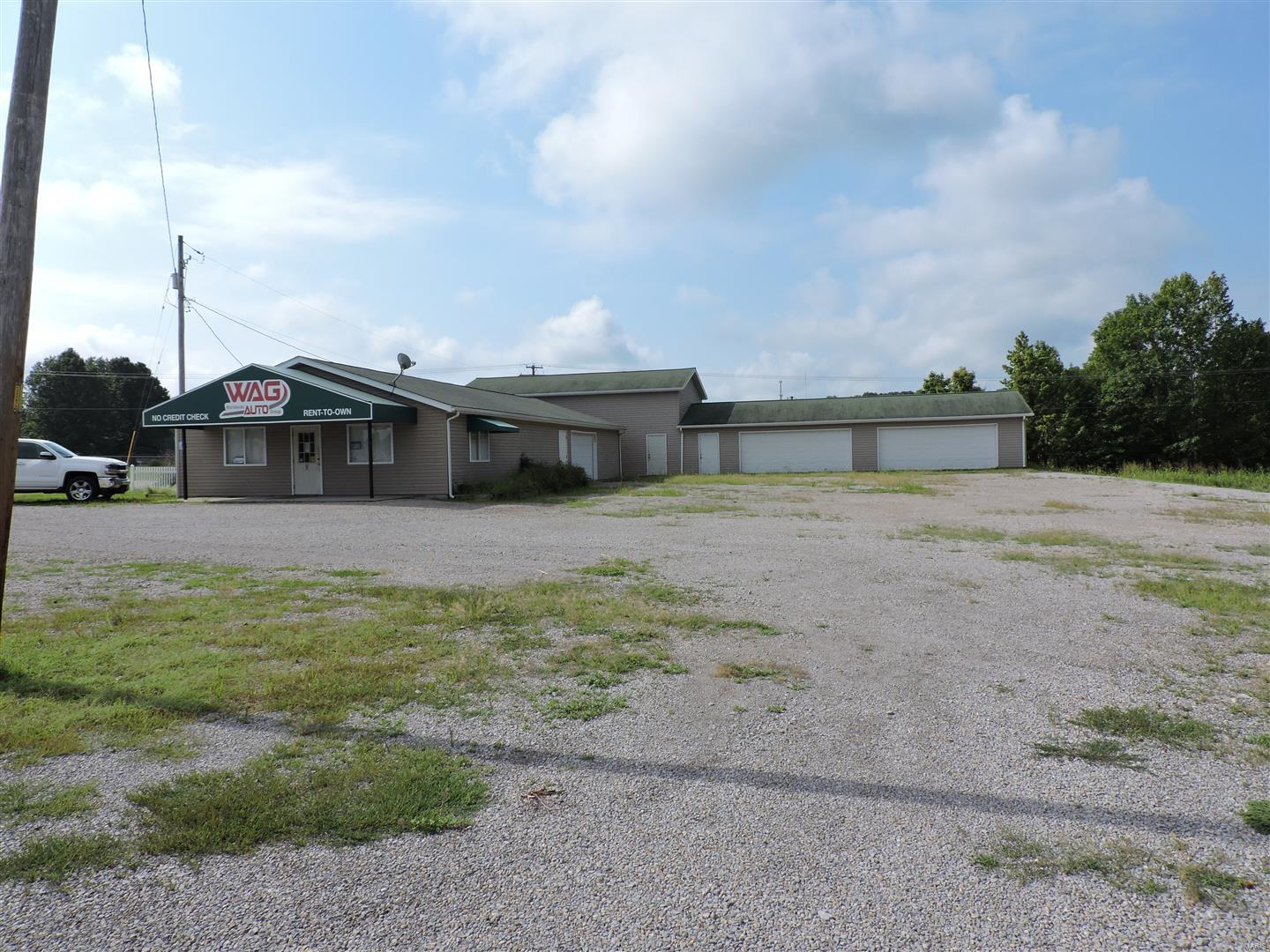 103 E WALNUT Street Property Photo - Murphysboro, IL real estate listing