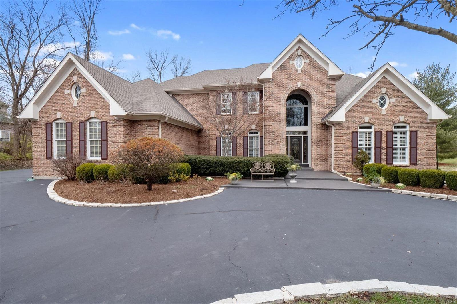 11339 Mosley Forest Drive Property Photo - Creve Coeur, MO real estate listing