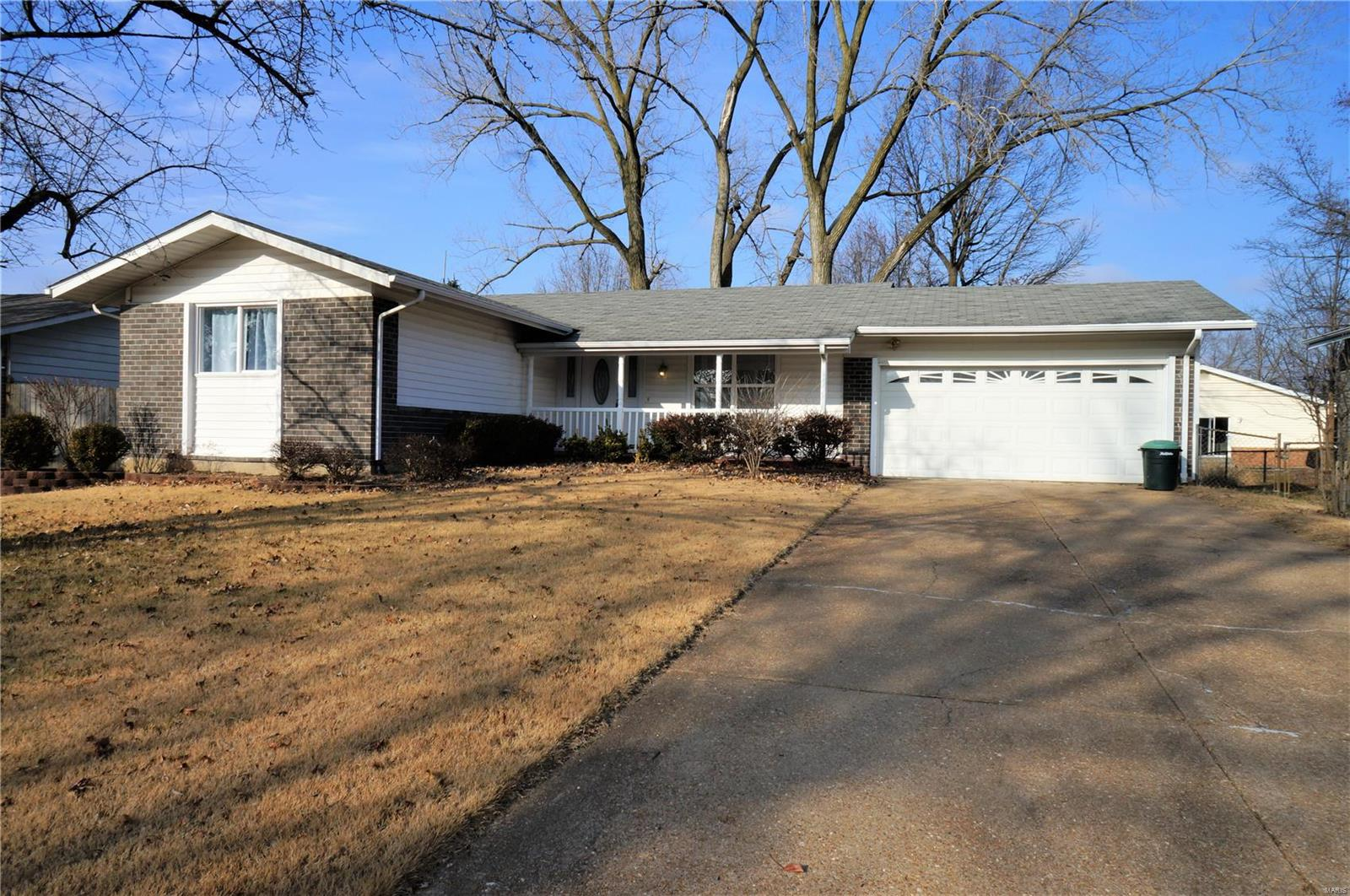 2515 Wedgwood Drive W Property Photo - Florissant, MO real estate listing