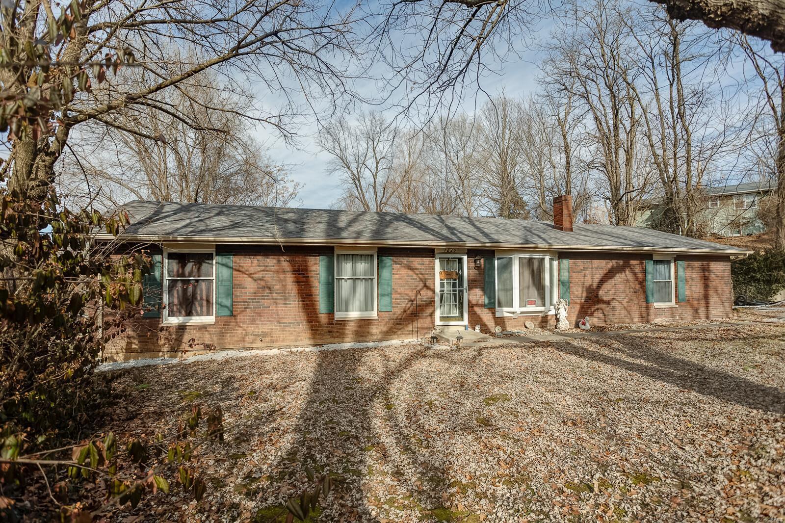1229 Key Property Photo - Caseyville, IL real estate listing