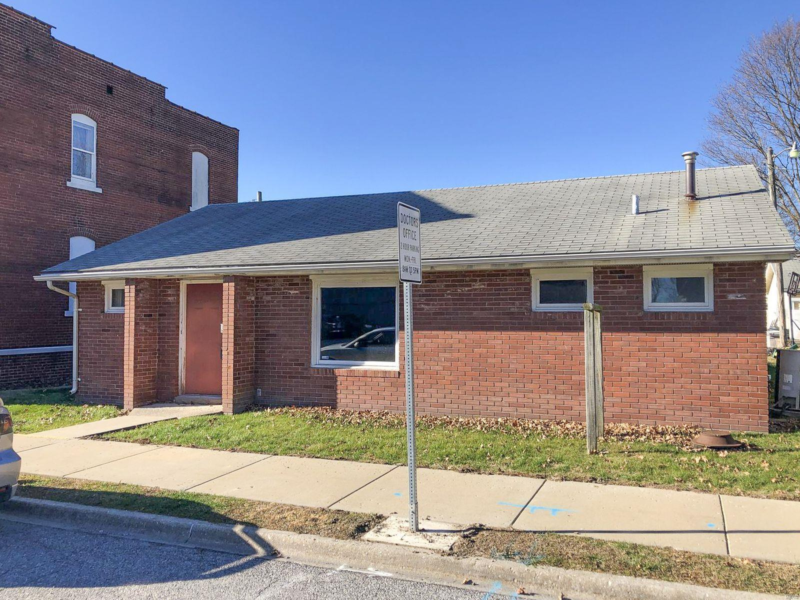 113 N Poplar Street Property Photo - Mount Olive, IL real estate listing