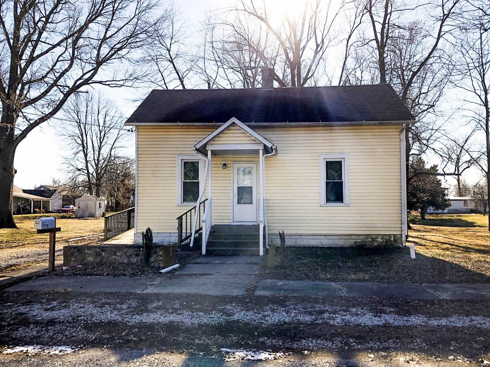 110 E Colfax Street Property Photo - Mount Olive, IL real estate listing