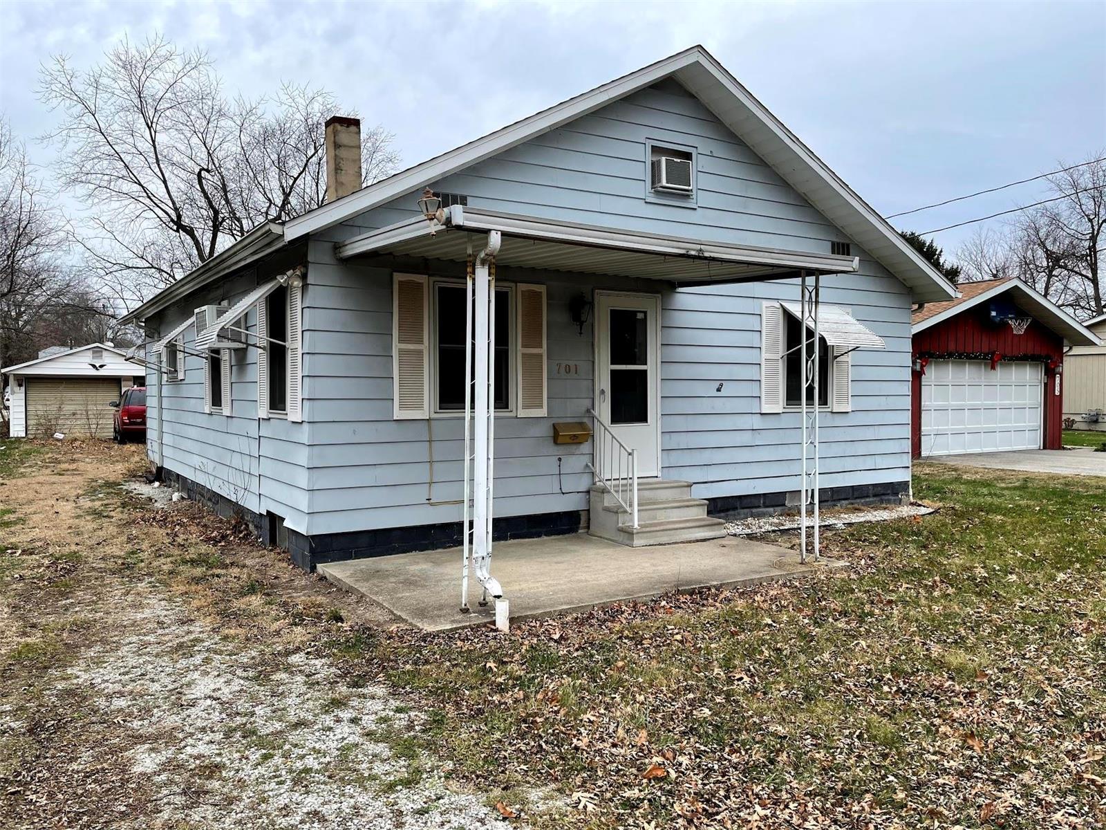701 N Taylorville Blvd Property Photo 1