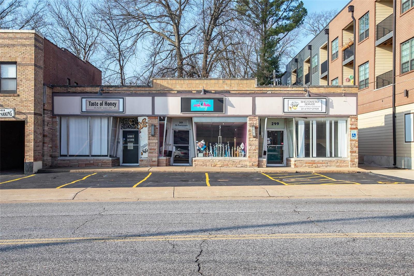 299 S Florissant Road Property Photo - St Louis, MO real estate listing
