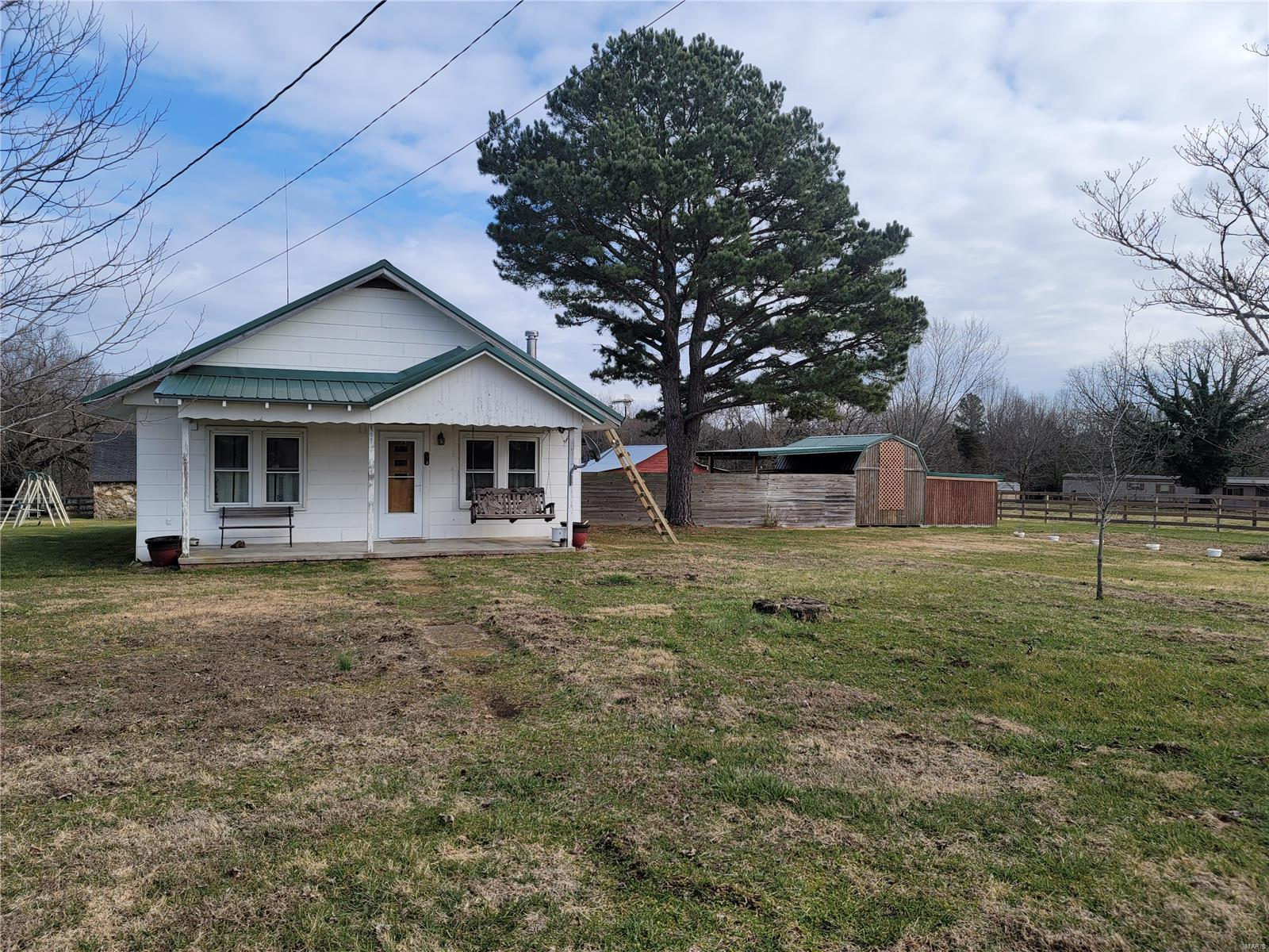 8002 Mineral Drive Property Photo - Houston, MO real estate listing