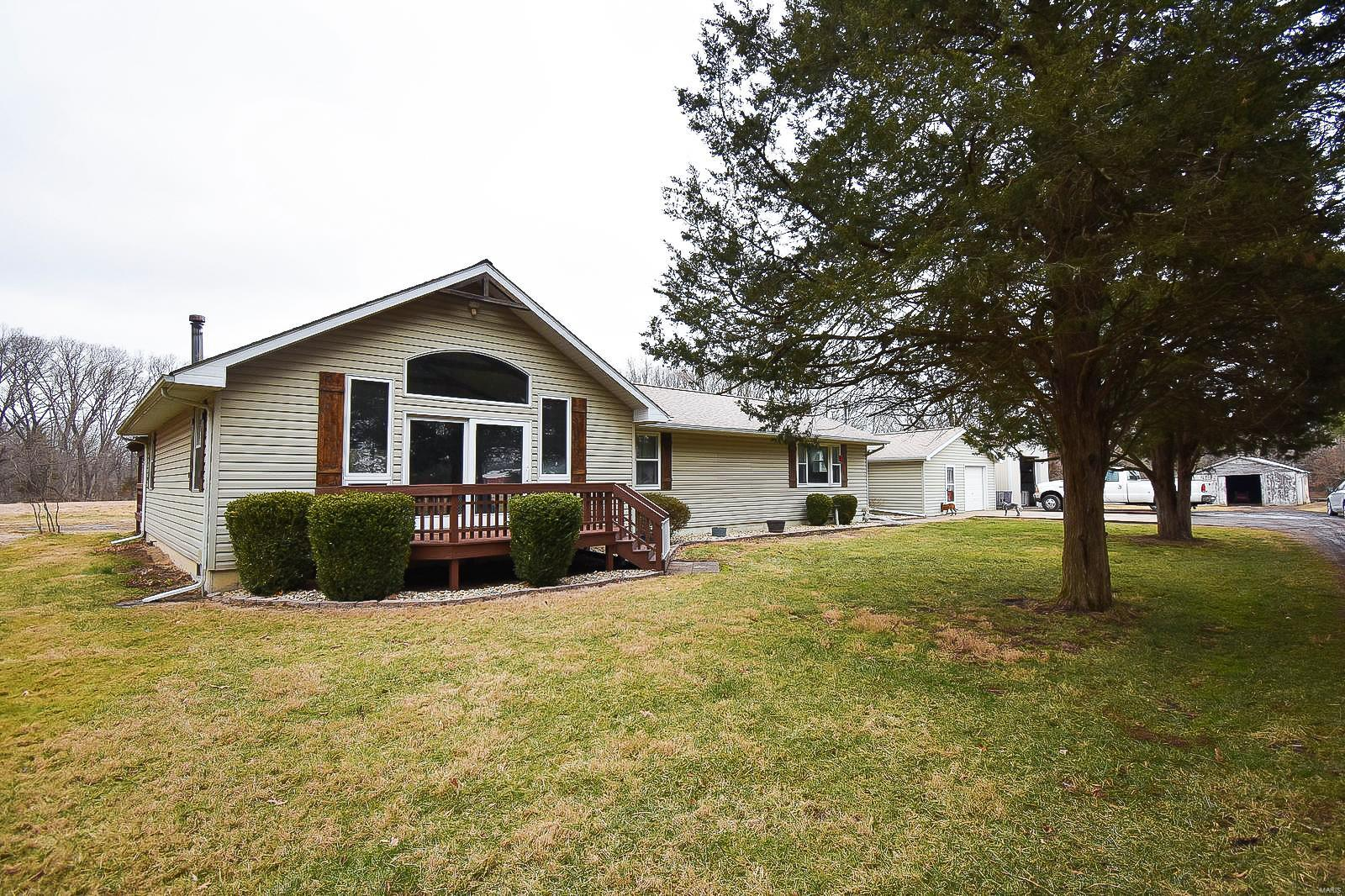126 Arrowhead Trail Property Photo - Litchfield, IL real estate listing