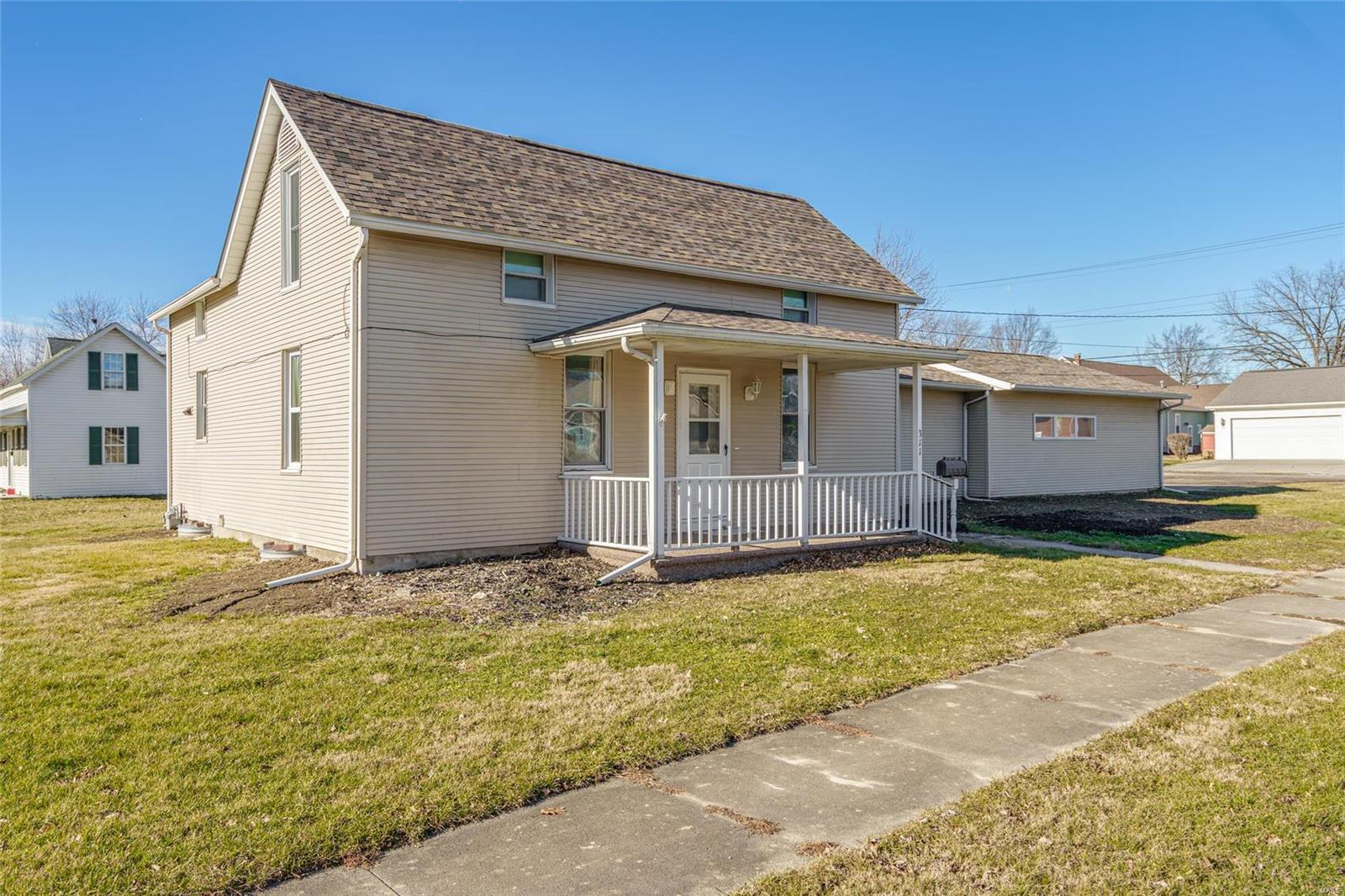 311 S Cherry Street Property Photo - Mount Olive, IL real estate listing