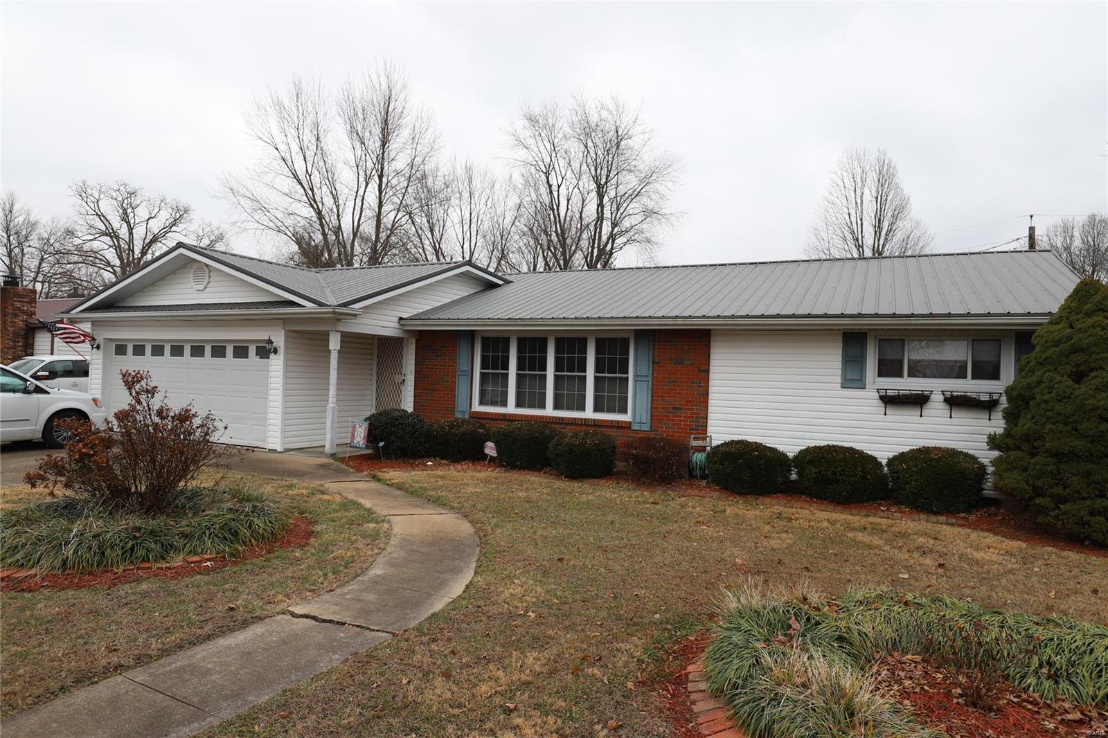 810 Sherwood Drive Property Photo - Bismarck, MO real estate listing