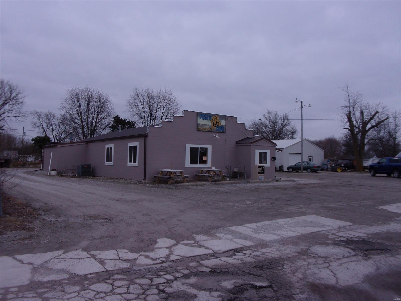 318 S Old Route 66 Property Photo - Litchfield, IL real estate listing