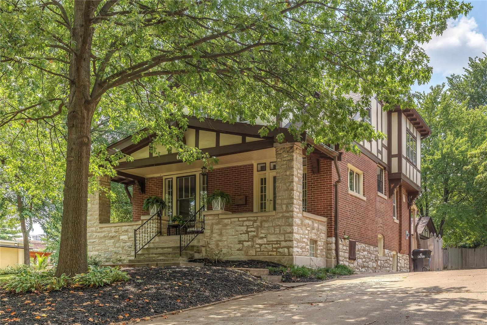 7016 Westmoreland Drive Property Photo - St Louis, MO real estate listing