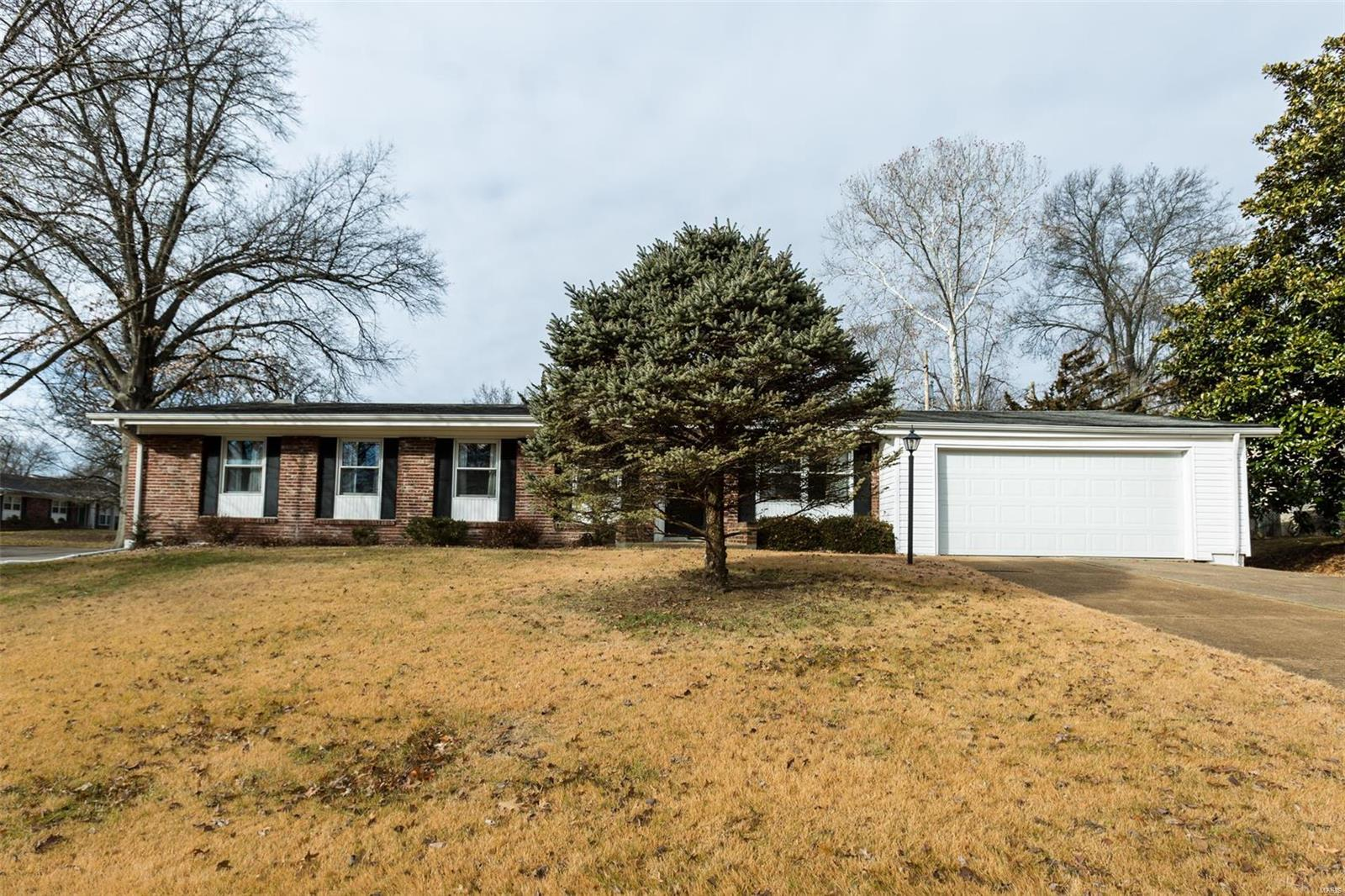 803 Ariege Drive Property Photo - St Louis, MO real estate listing