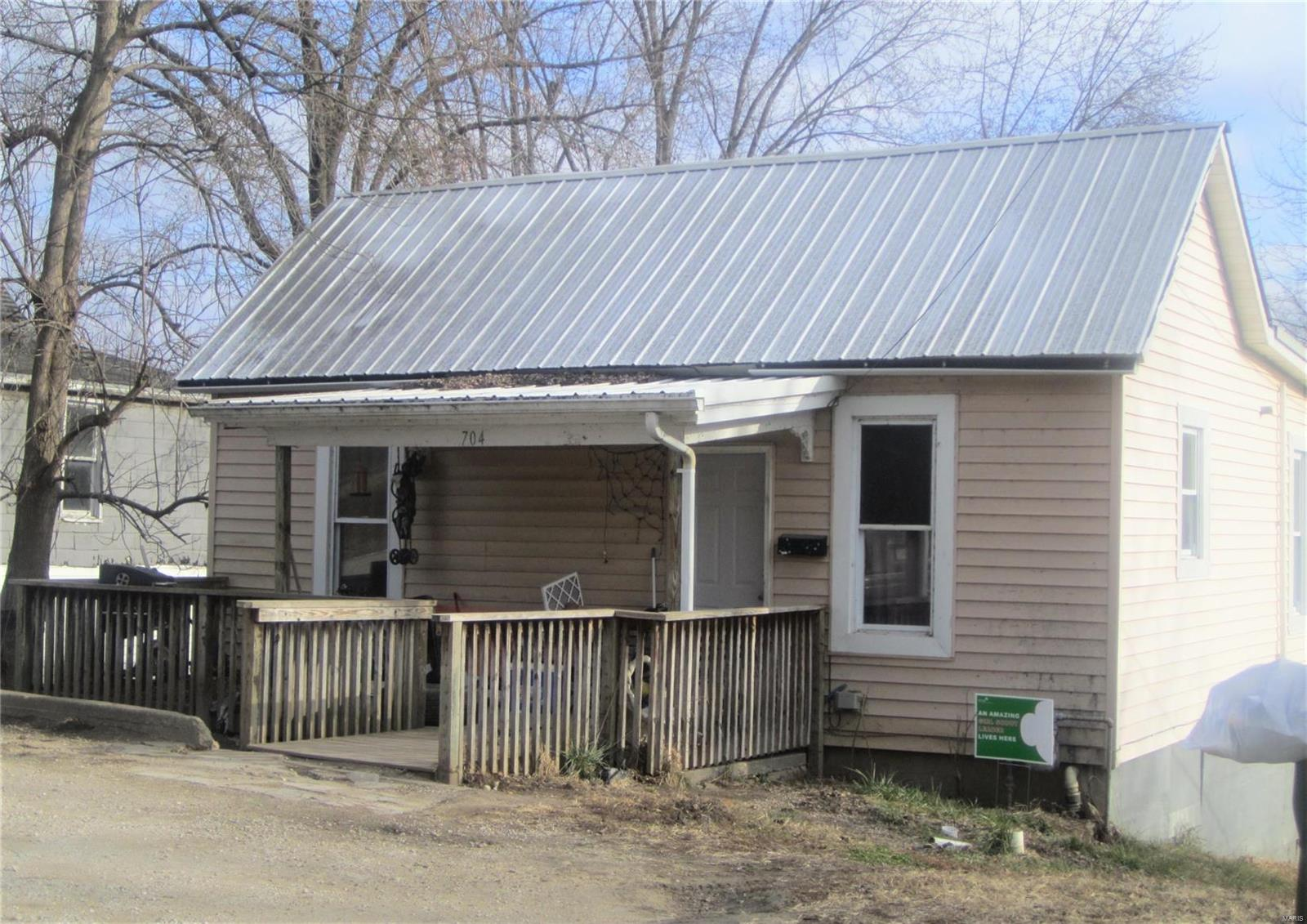704 Maryland Street Property Photo - Louisiana, MO real estate listing