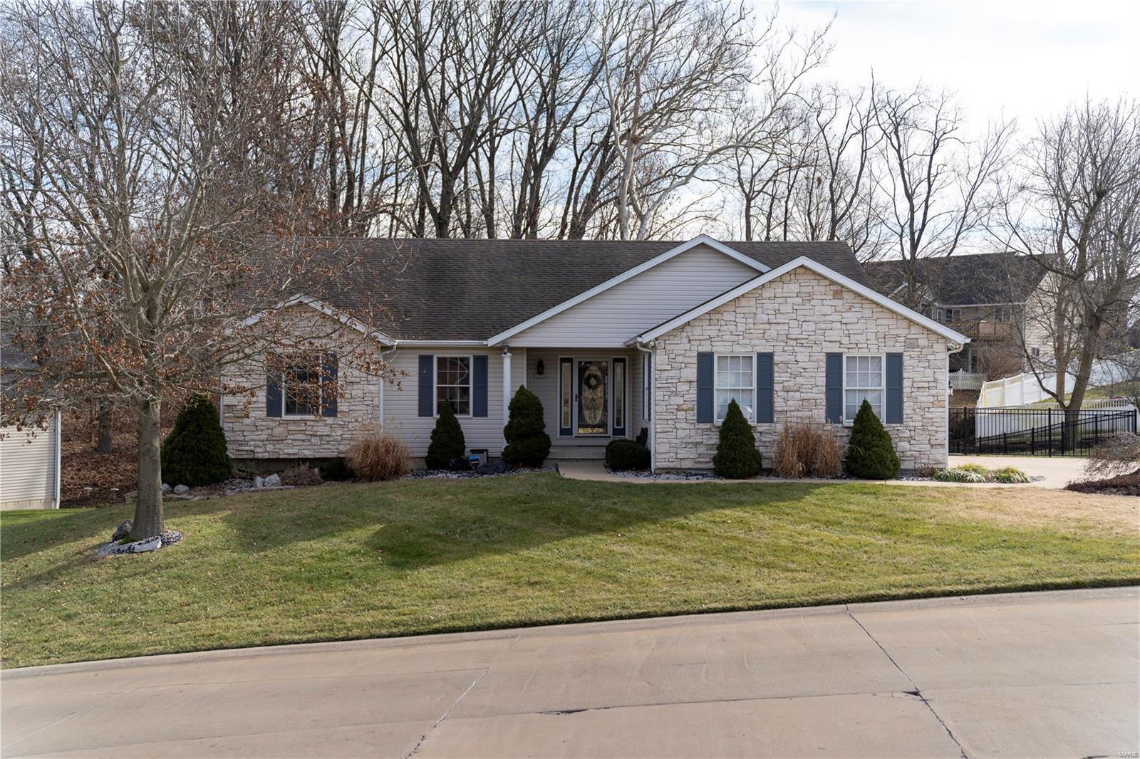 1711 Summerfield Lane Property Photo - Godfrey, IL real estate listing