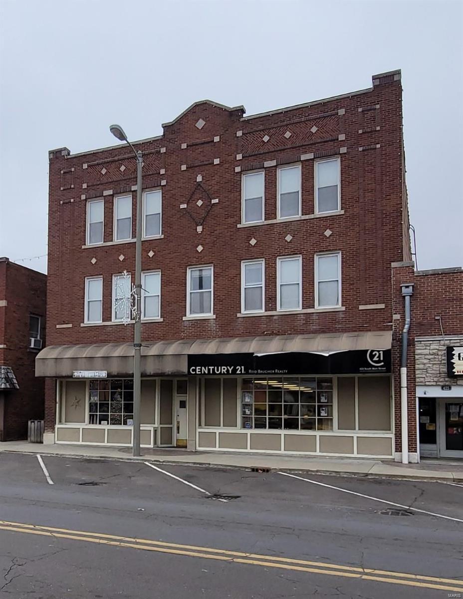 421 S Main Property Photo - Hillsboro, IL real estate listing