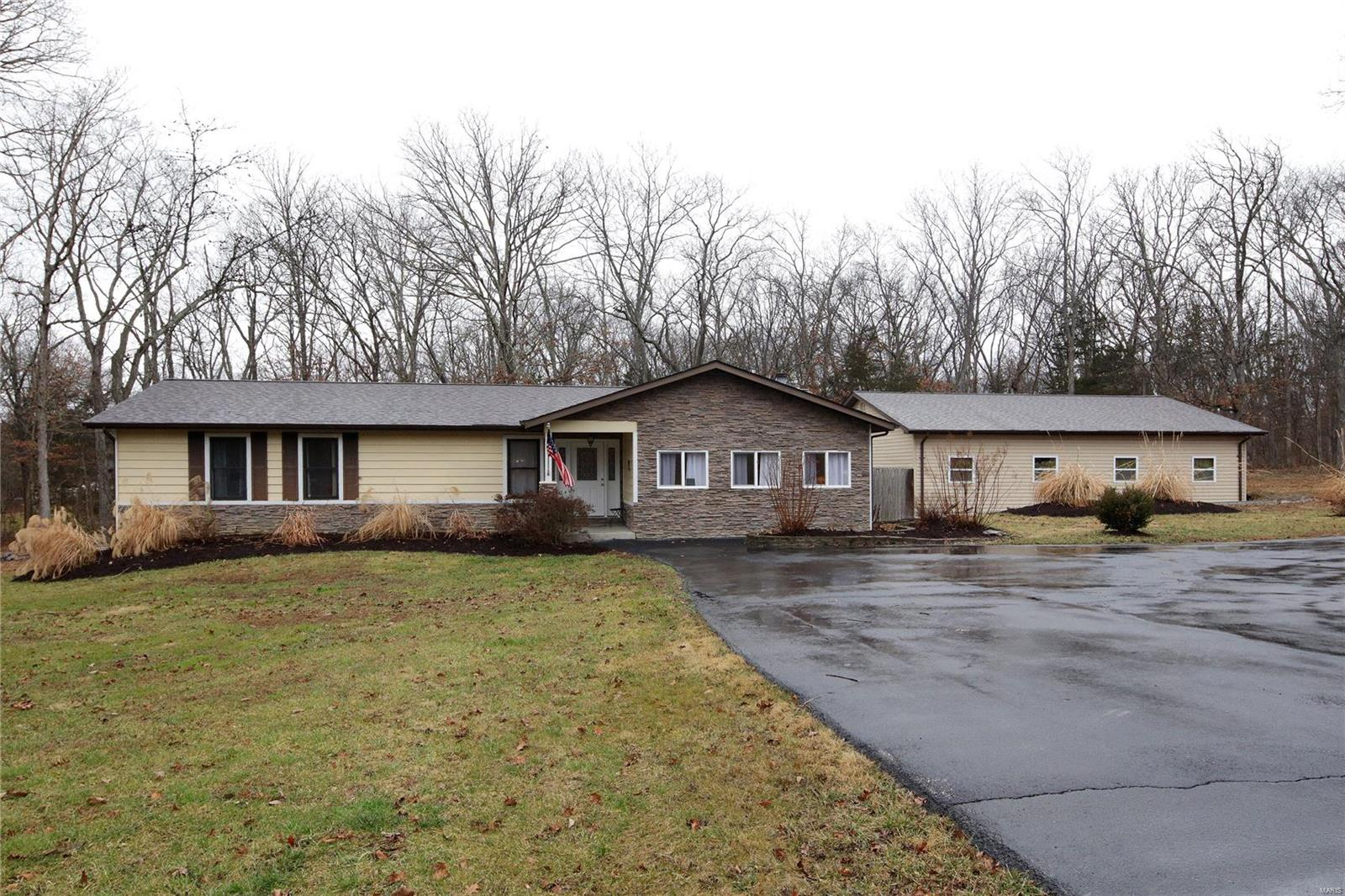 1829 Westmoor Drive Property Photo - Foristell, MO real estate listing