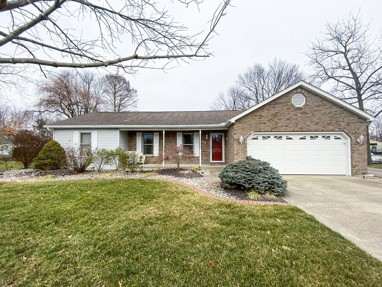 805 E Leonard Street Property Photo - Staunton, IL real estate listing