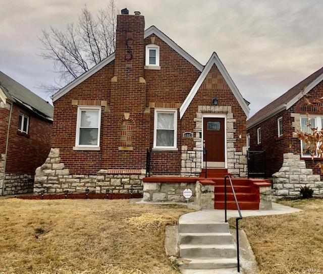 6143 N Pointe Boulevard Property Photo - St Louis, MO real estate listing