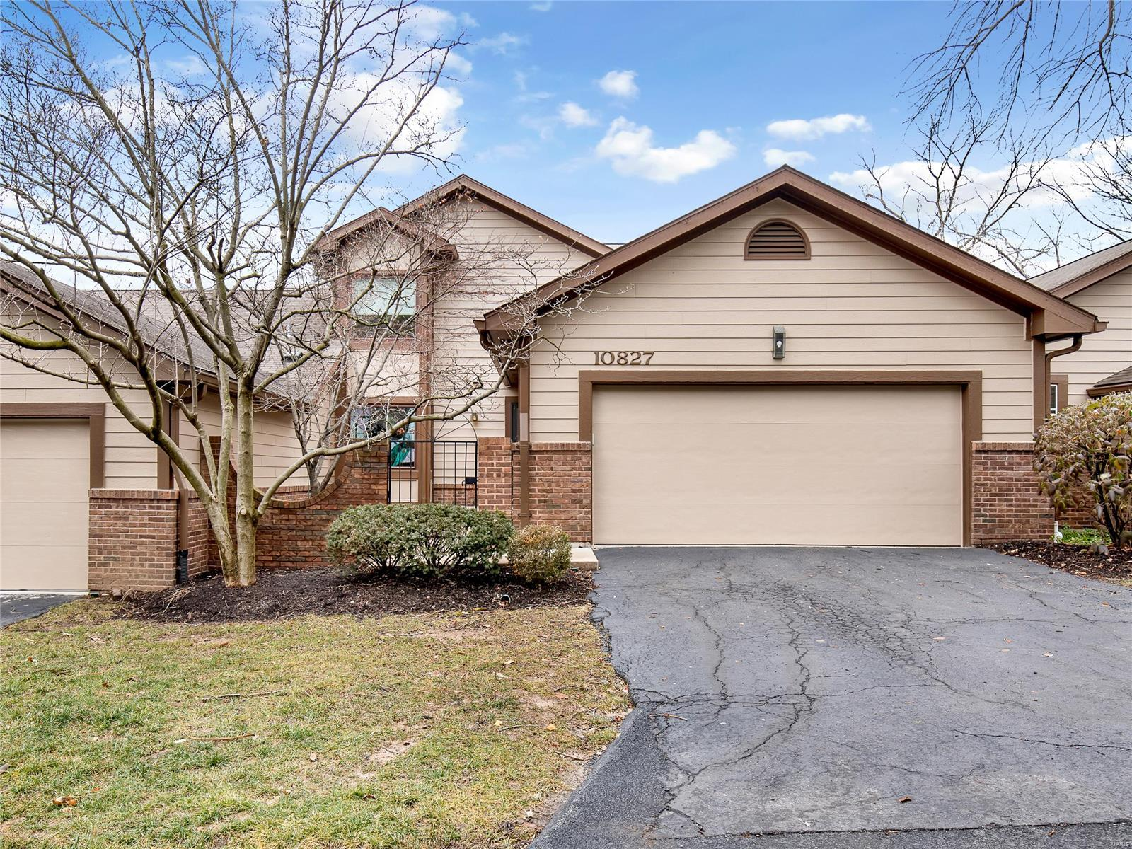 10827 Picadily Square Drive Property Photo - Creve Coeur, MO real estate listing